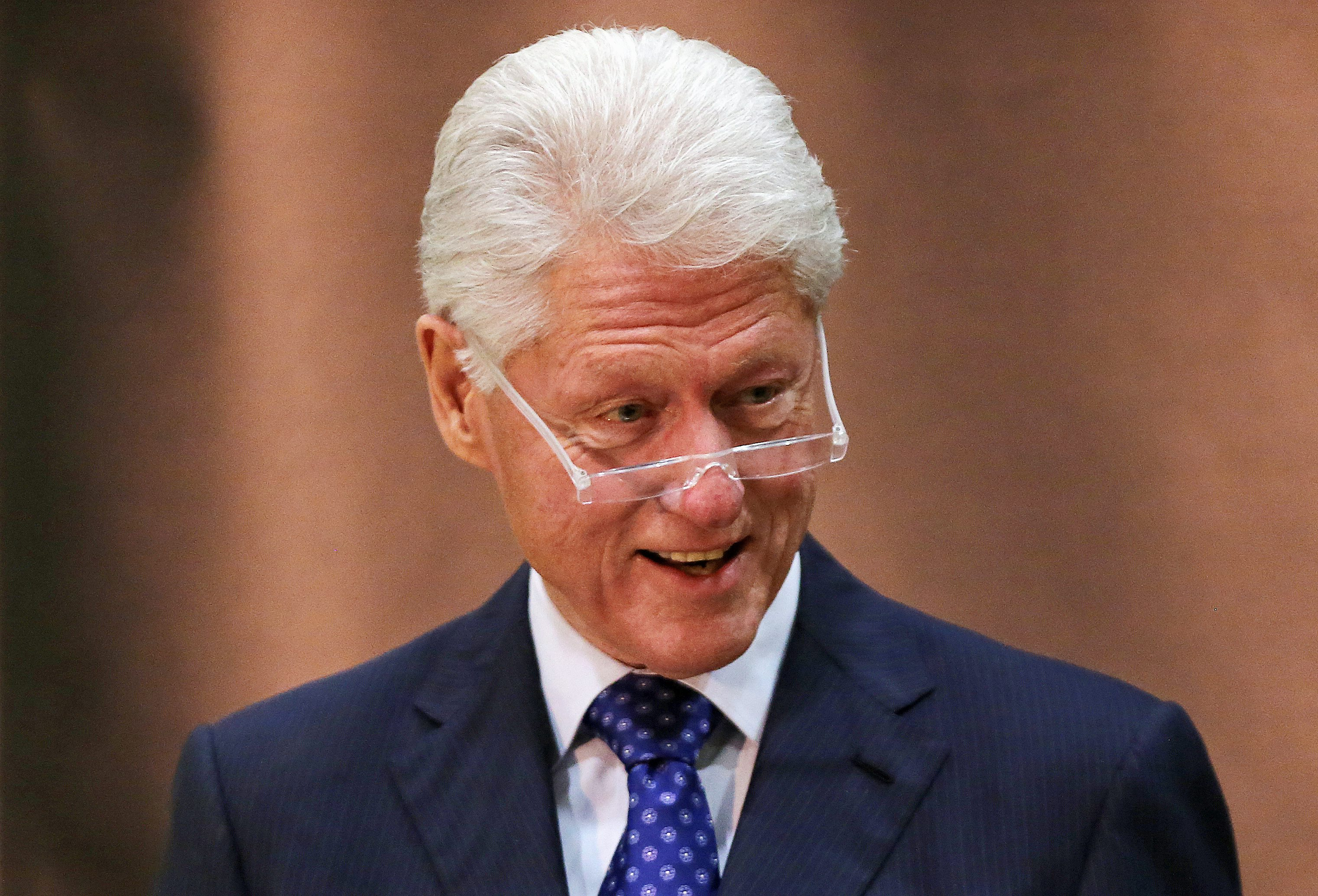 Tremendous Bill Clinton Cashes In On Struggling Nonprofit Hospital Short Hairstyles Gunalazisus