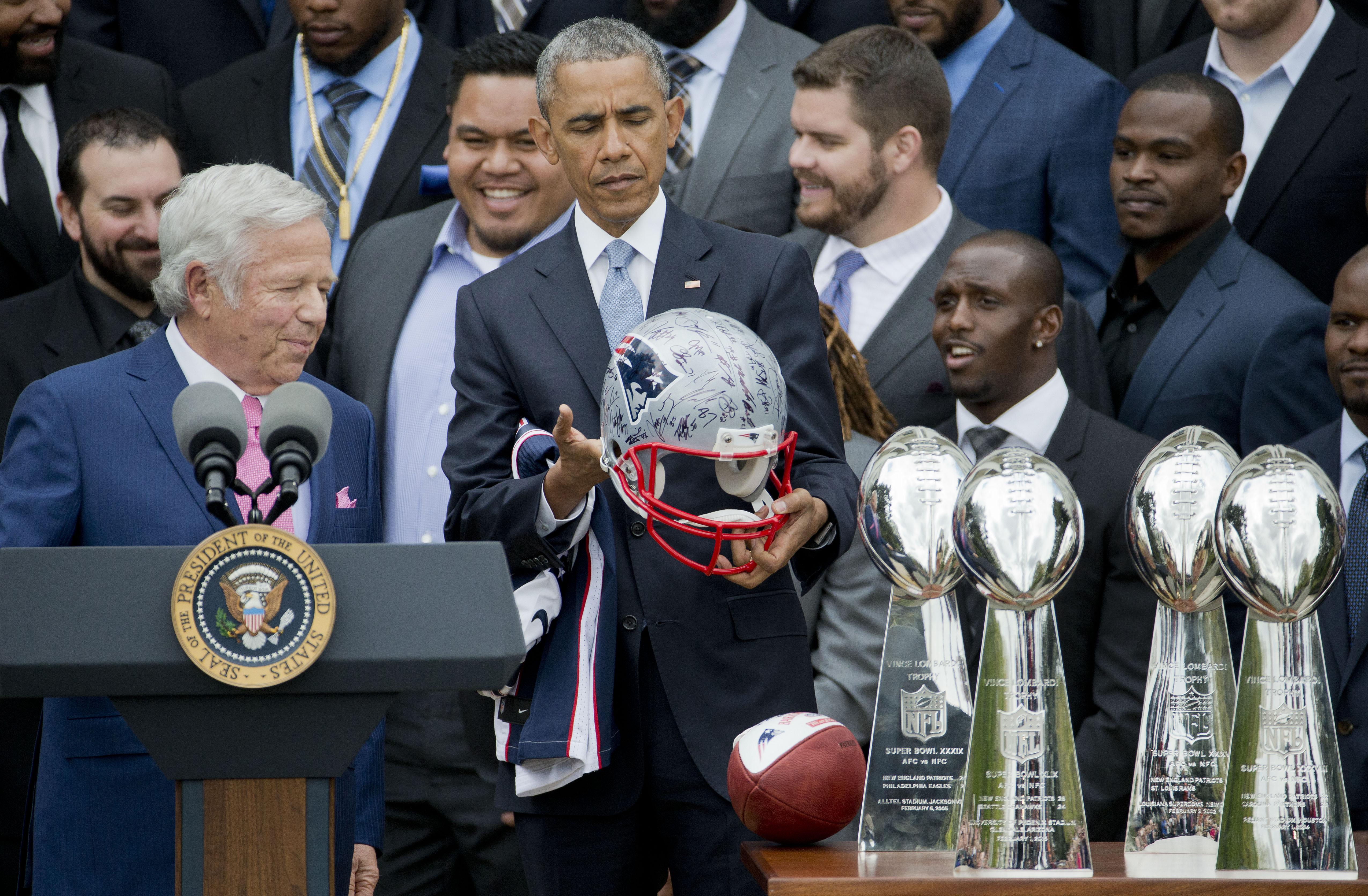 Obama_patriots_football.jpeg-0042f