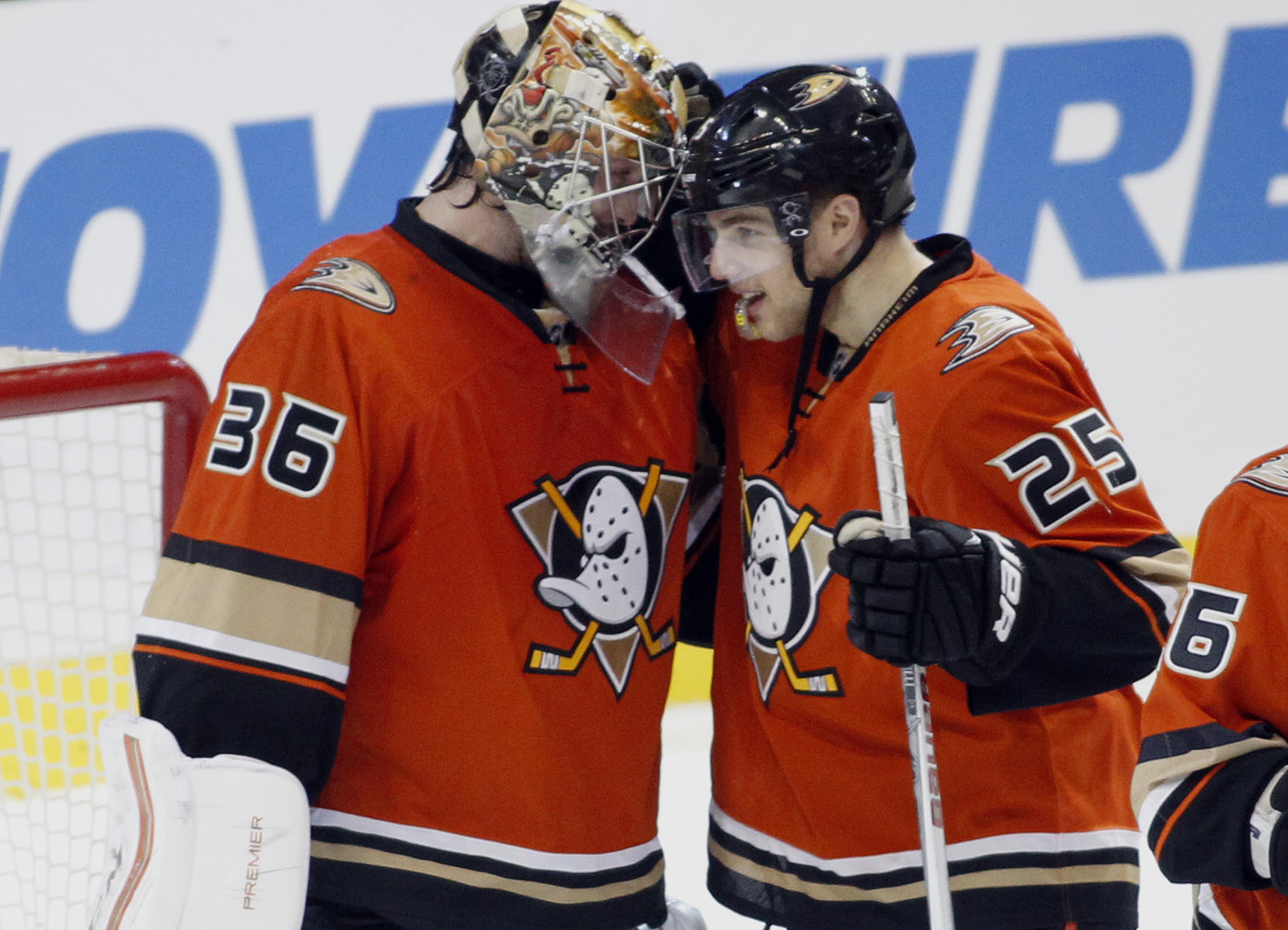 Penguins_ducks_hockey