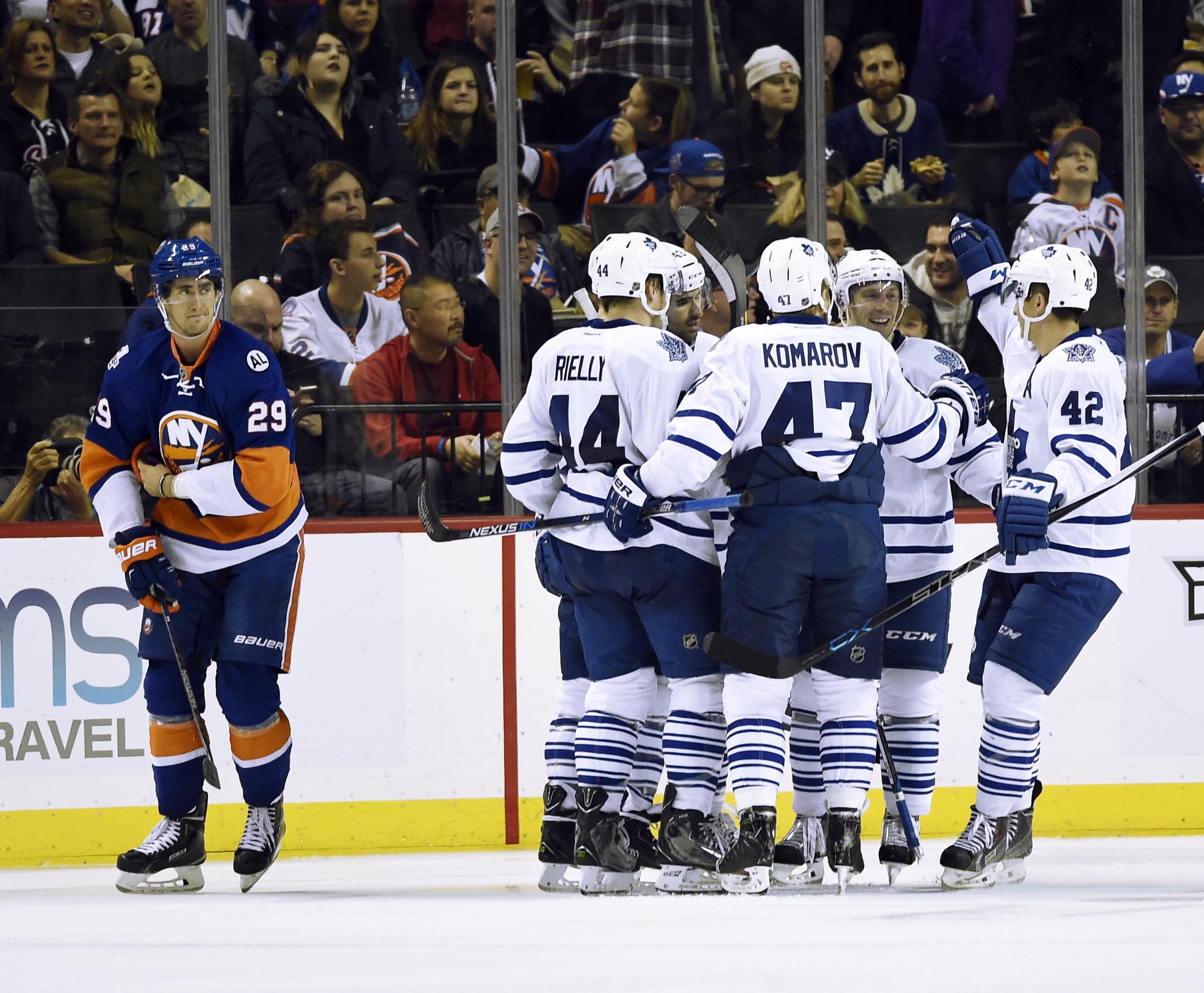 Maple_leafs_islanders_hockey