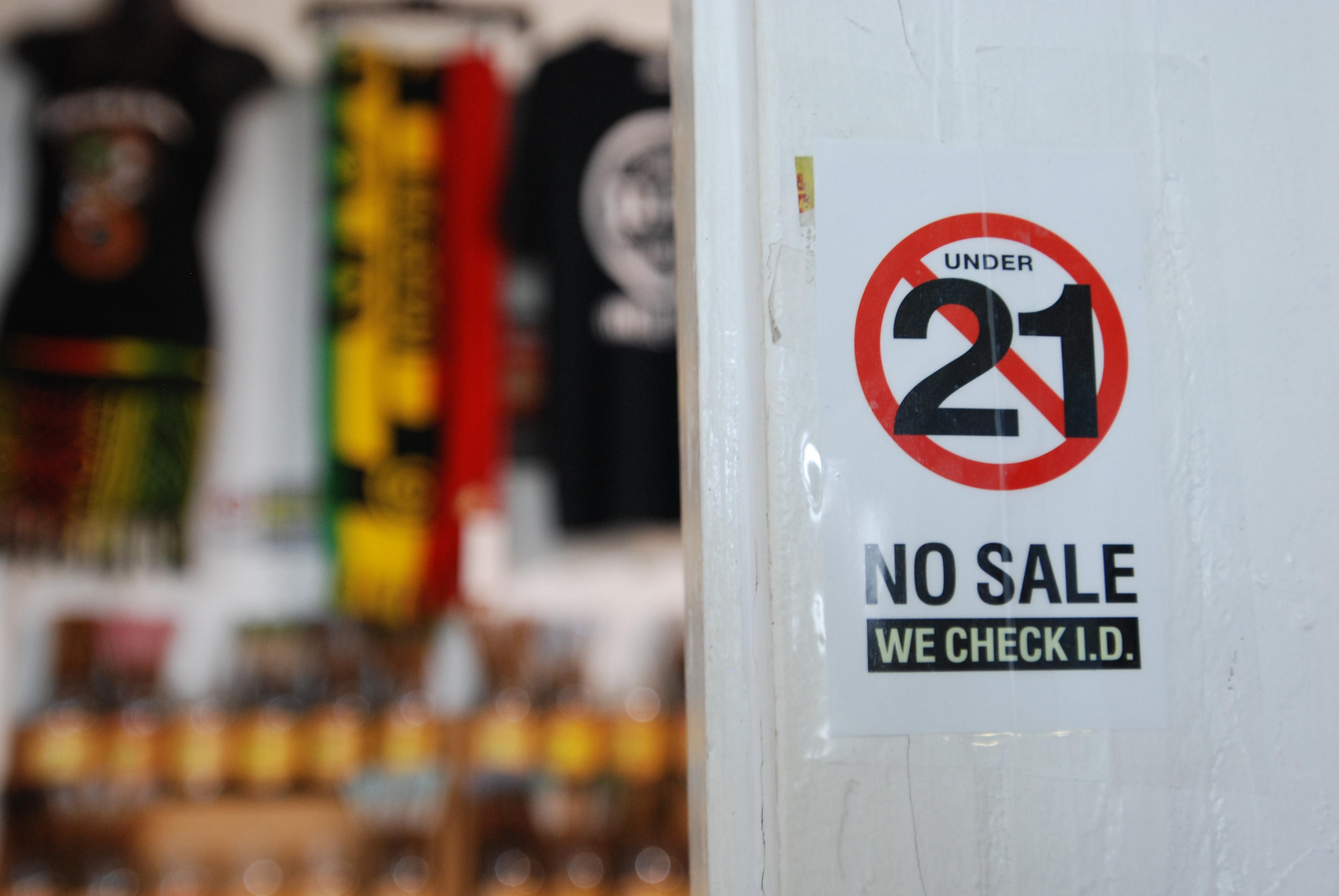 Hawaii Becomes First State To Raise Legal Smoking Age To 21  Washington  Times