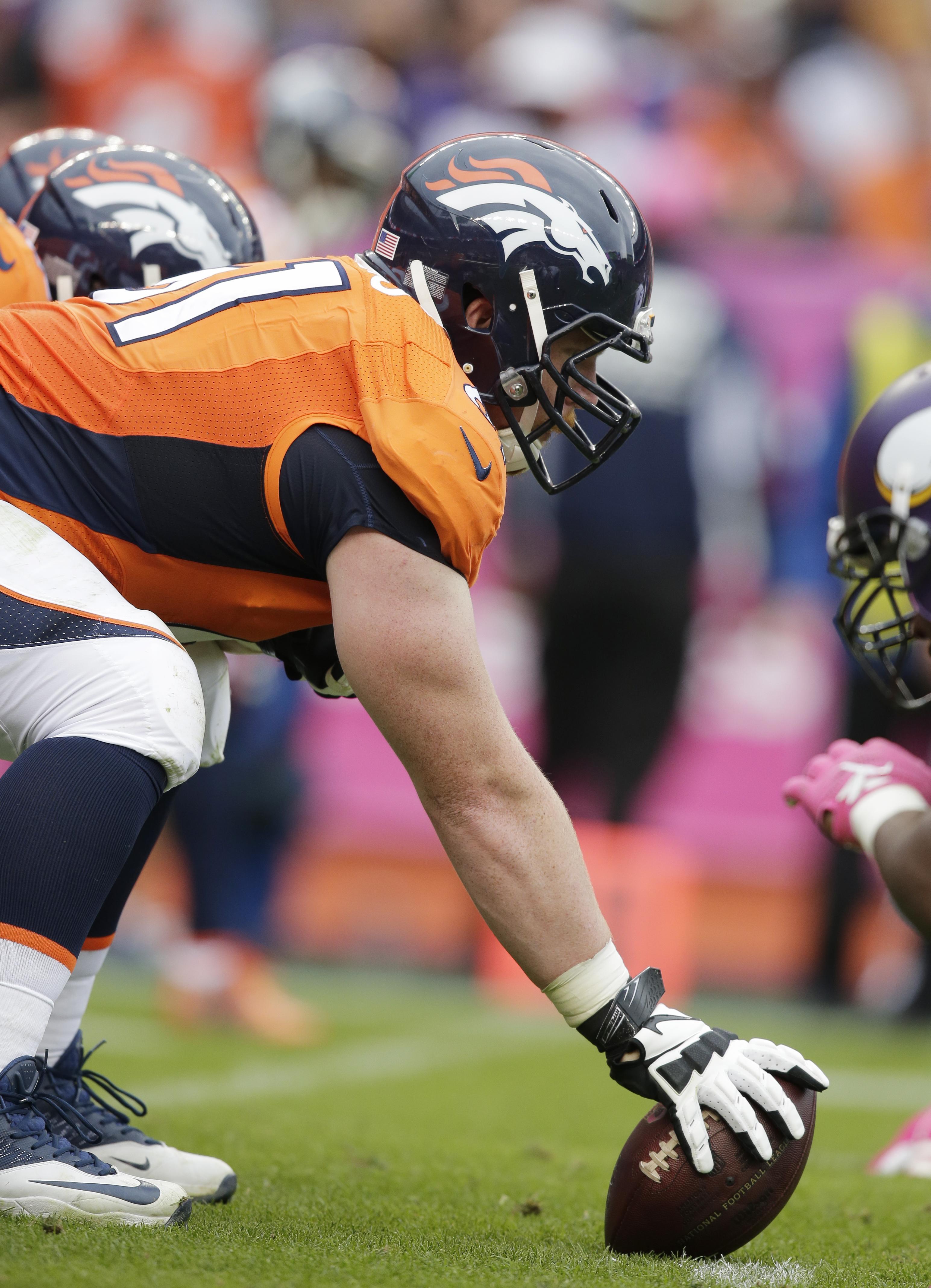 Broncos_anchor_football