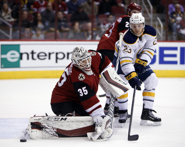 Sabres_coyotes_hockey