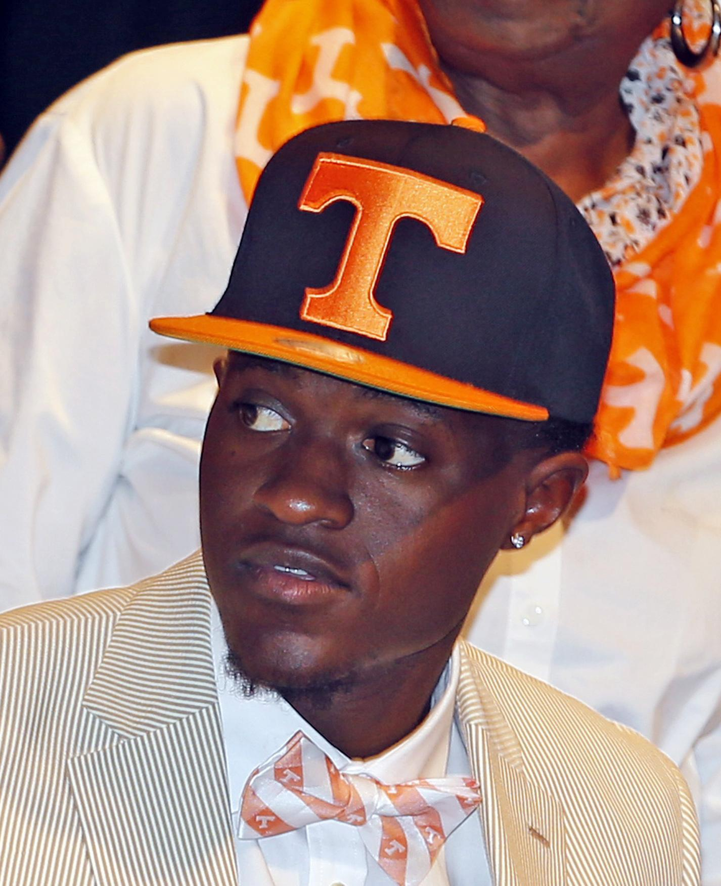 Signing_day_tennessee_football