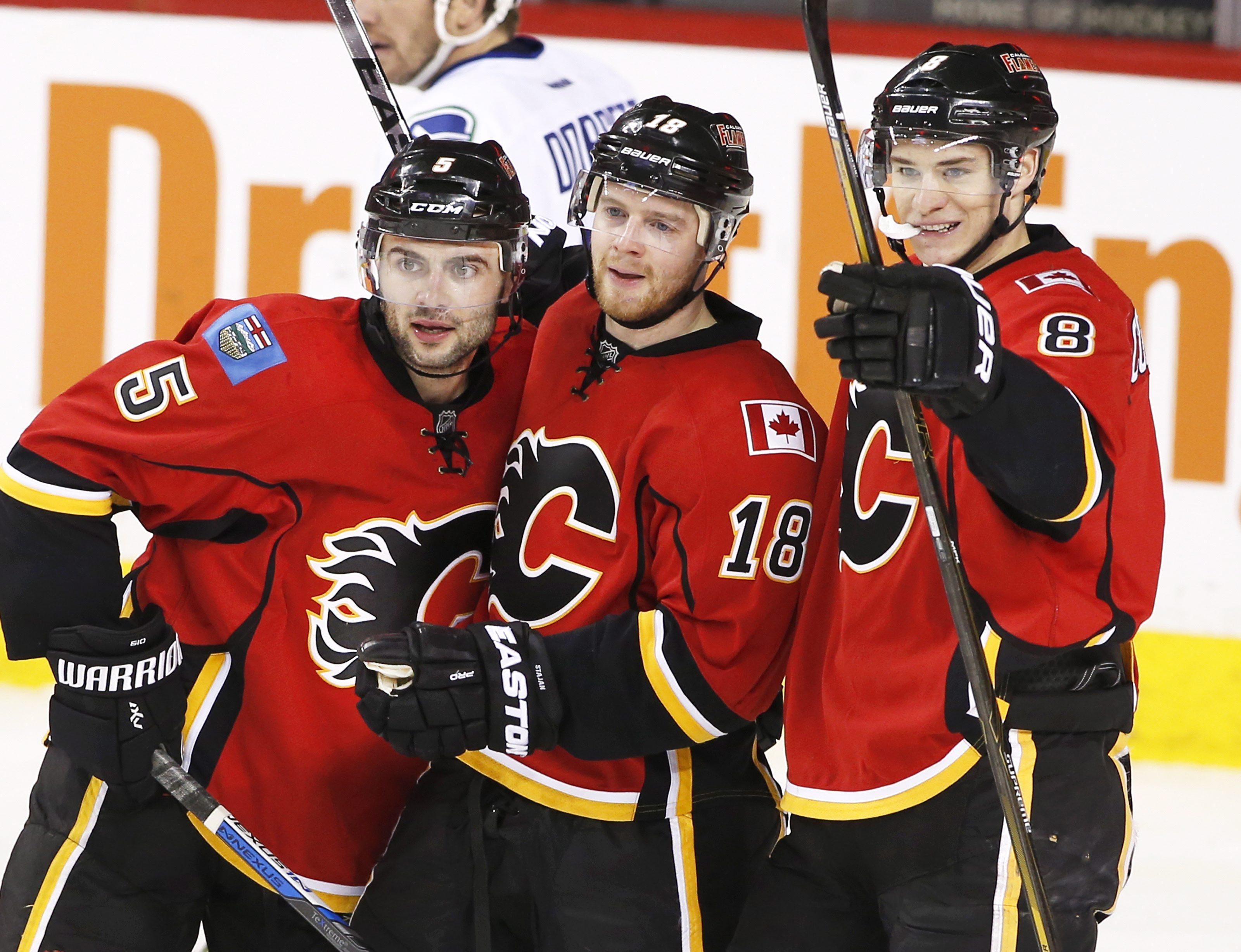 Canucks_flames_hockey