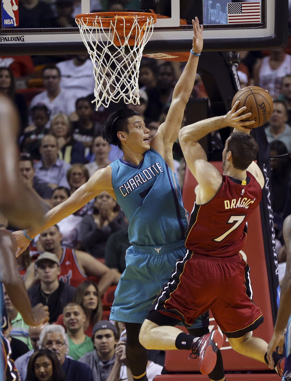 Aptopix_hornets_heat_basketball