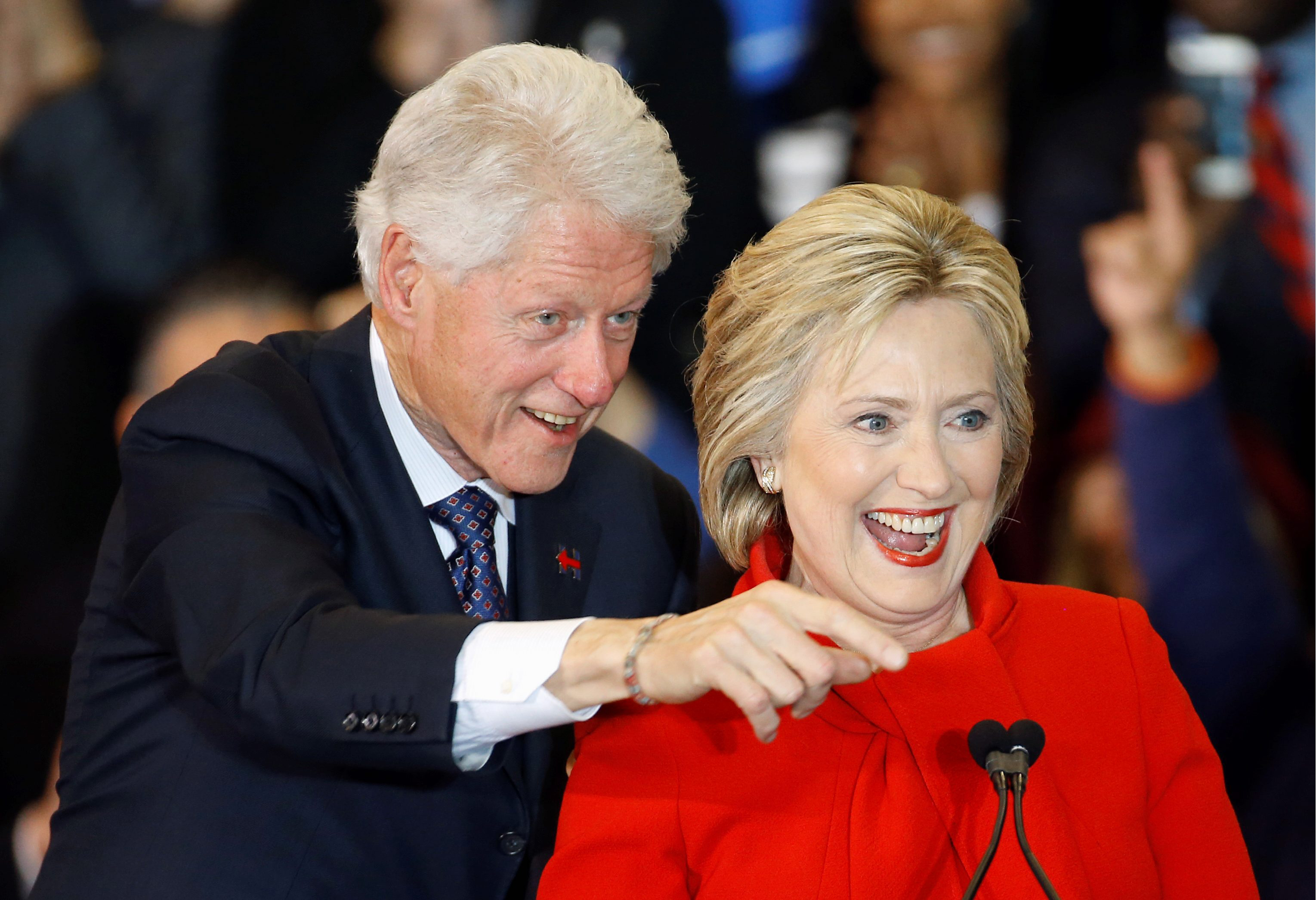 Οι επενδυτές ψηφίζουν Χίλαρυ λόγω... Μπιλ