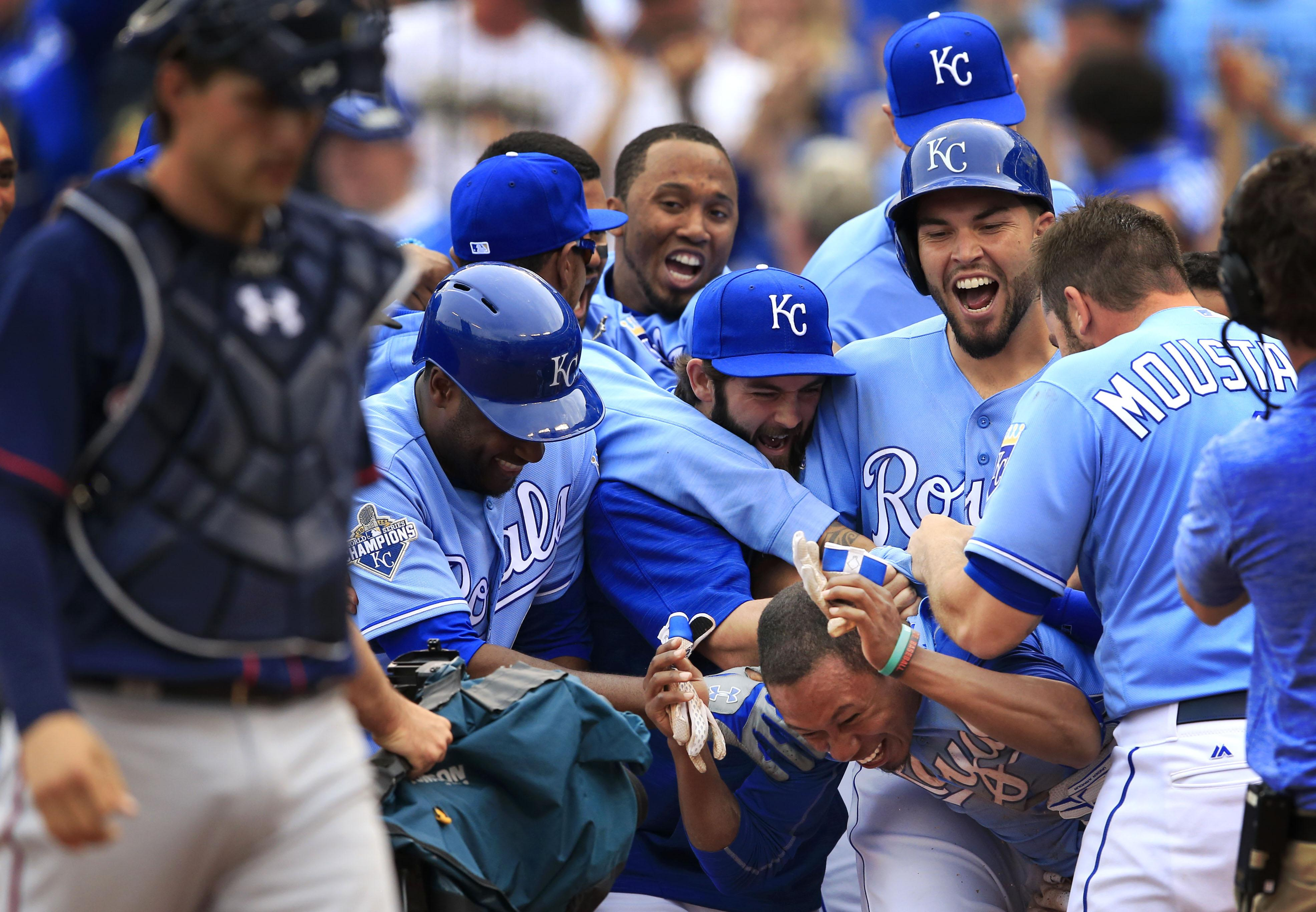Aptopix_twins_royals_baseball