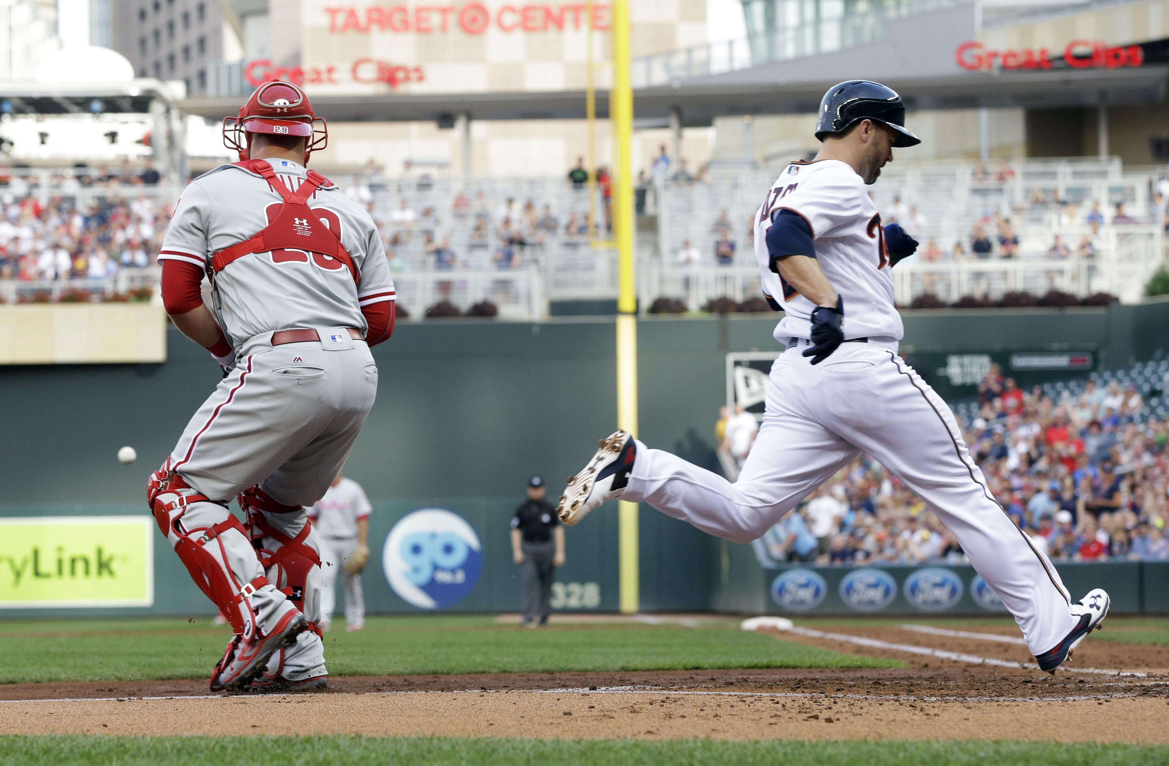 Phillies_twins_baseball