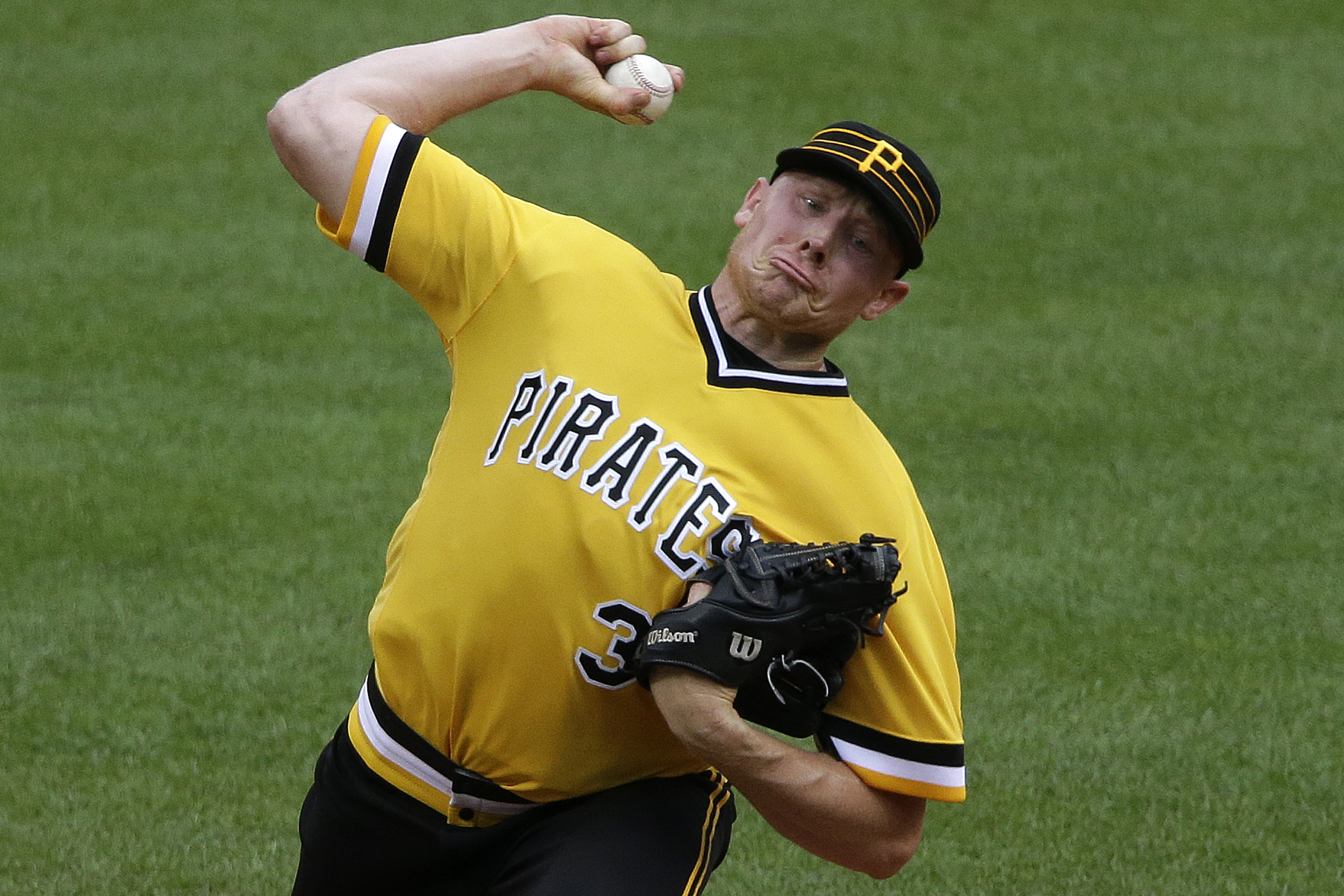 Phillies_pirates_baseball.jpeg-05073