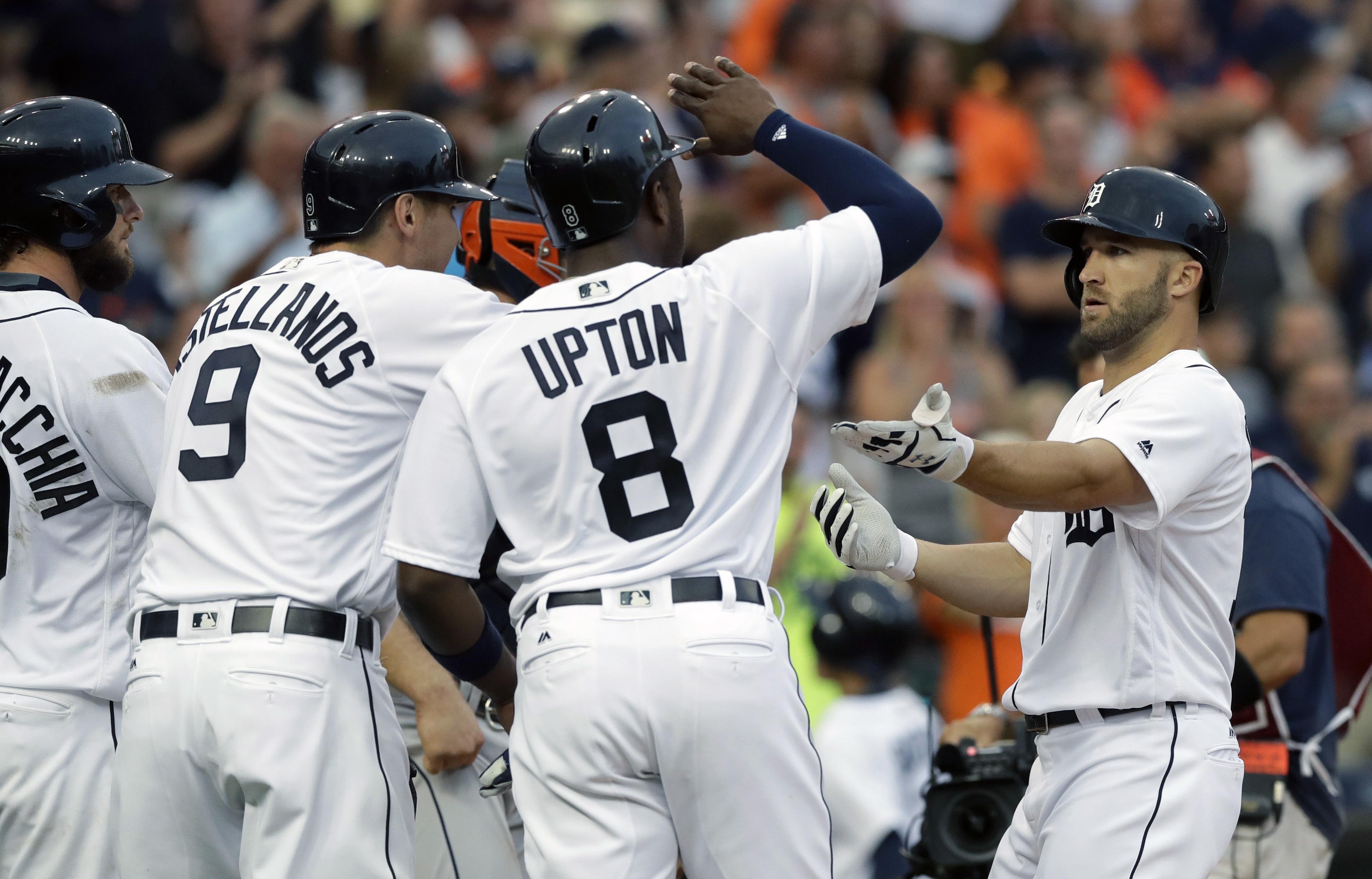 Astros_tigers_baseball