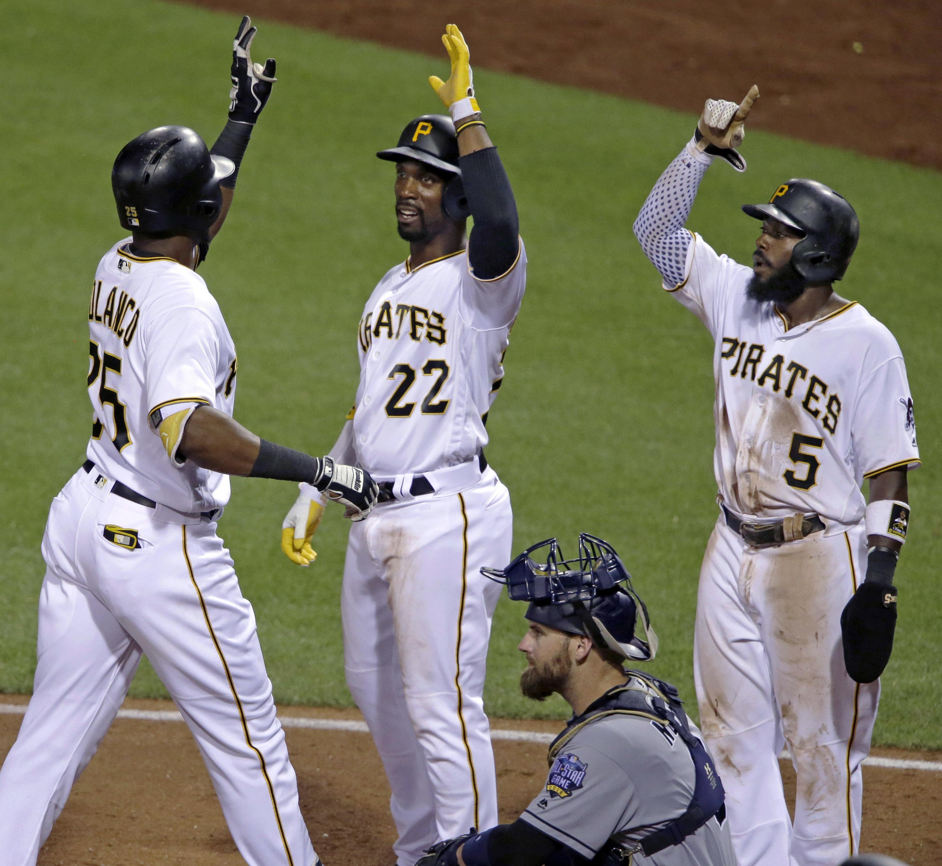 Aptopix_padres_pirates_baseball