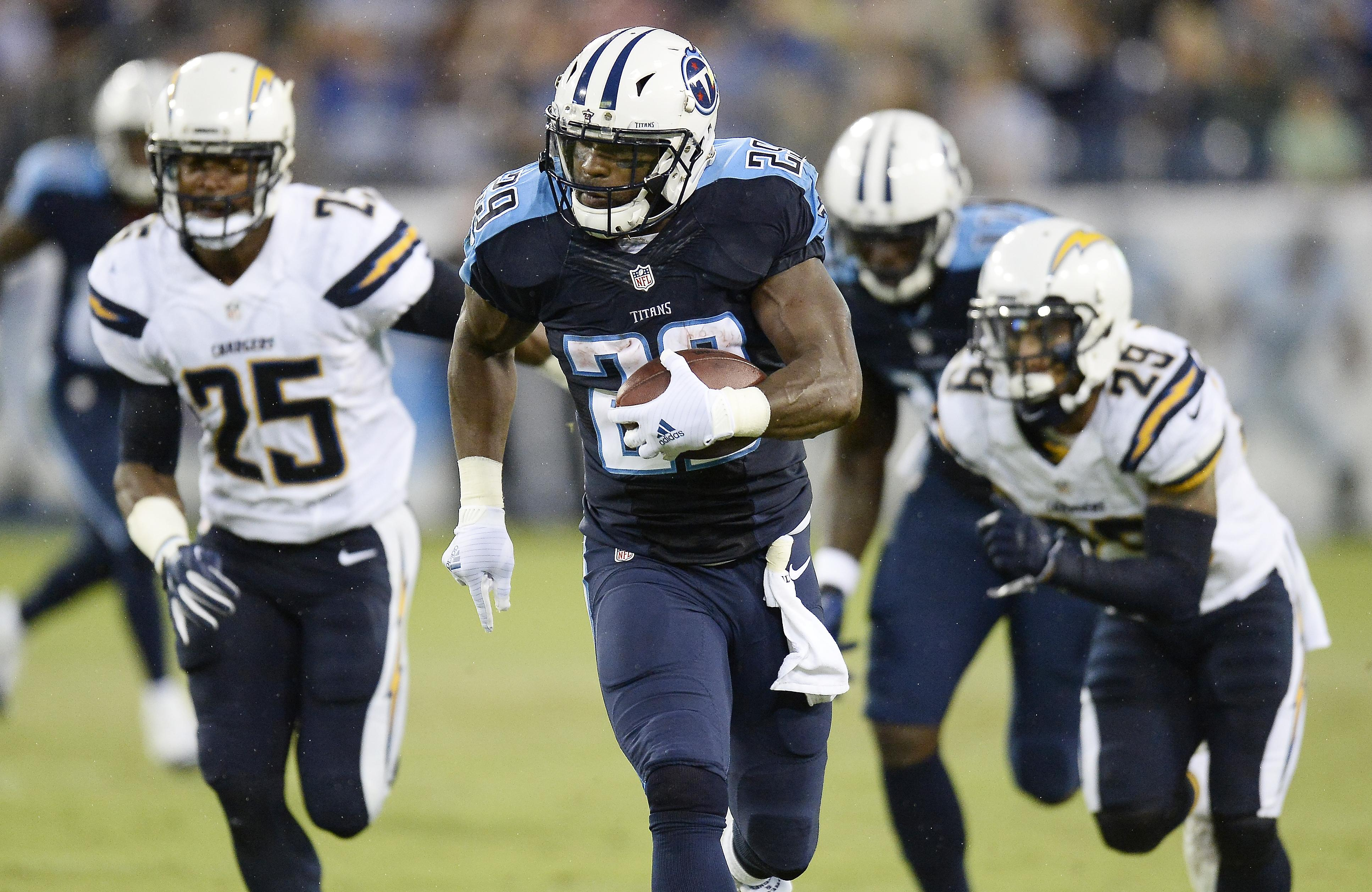 Chargers_titans_football