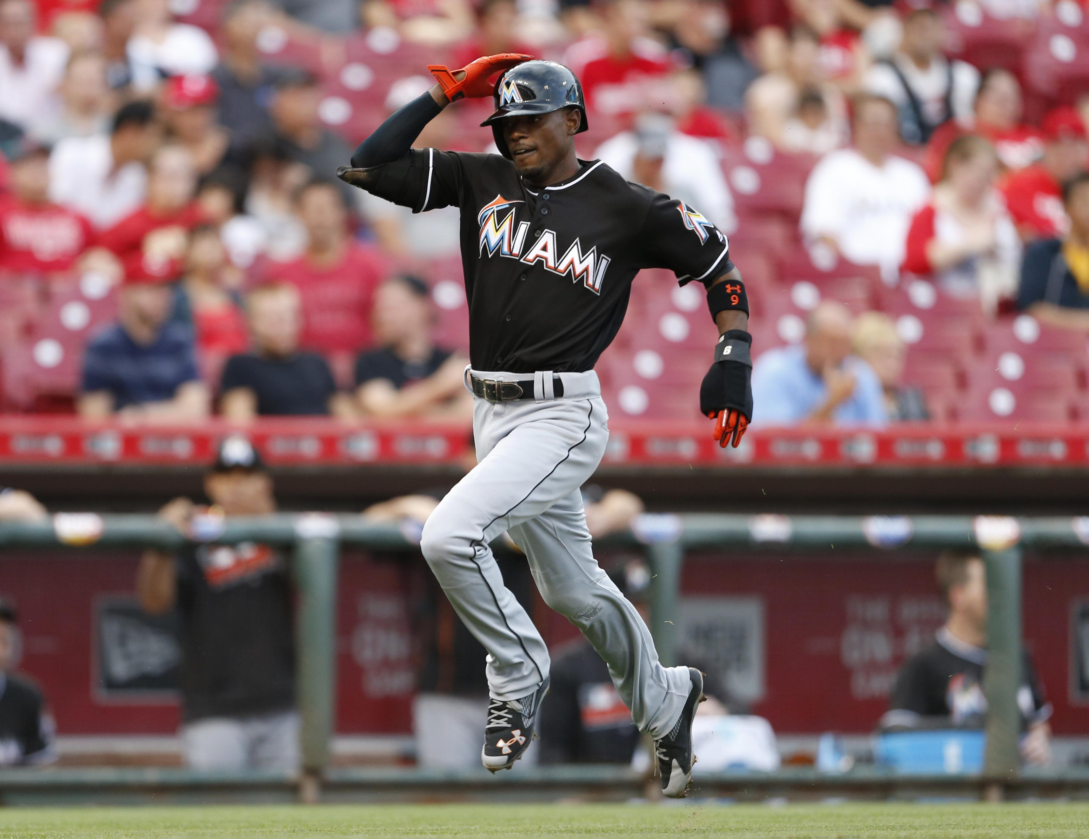 Marlins_reds_baseball