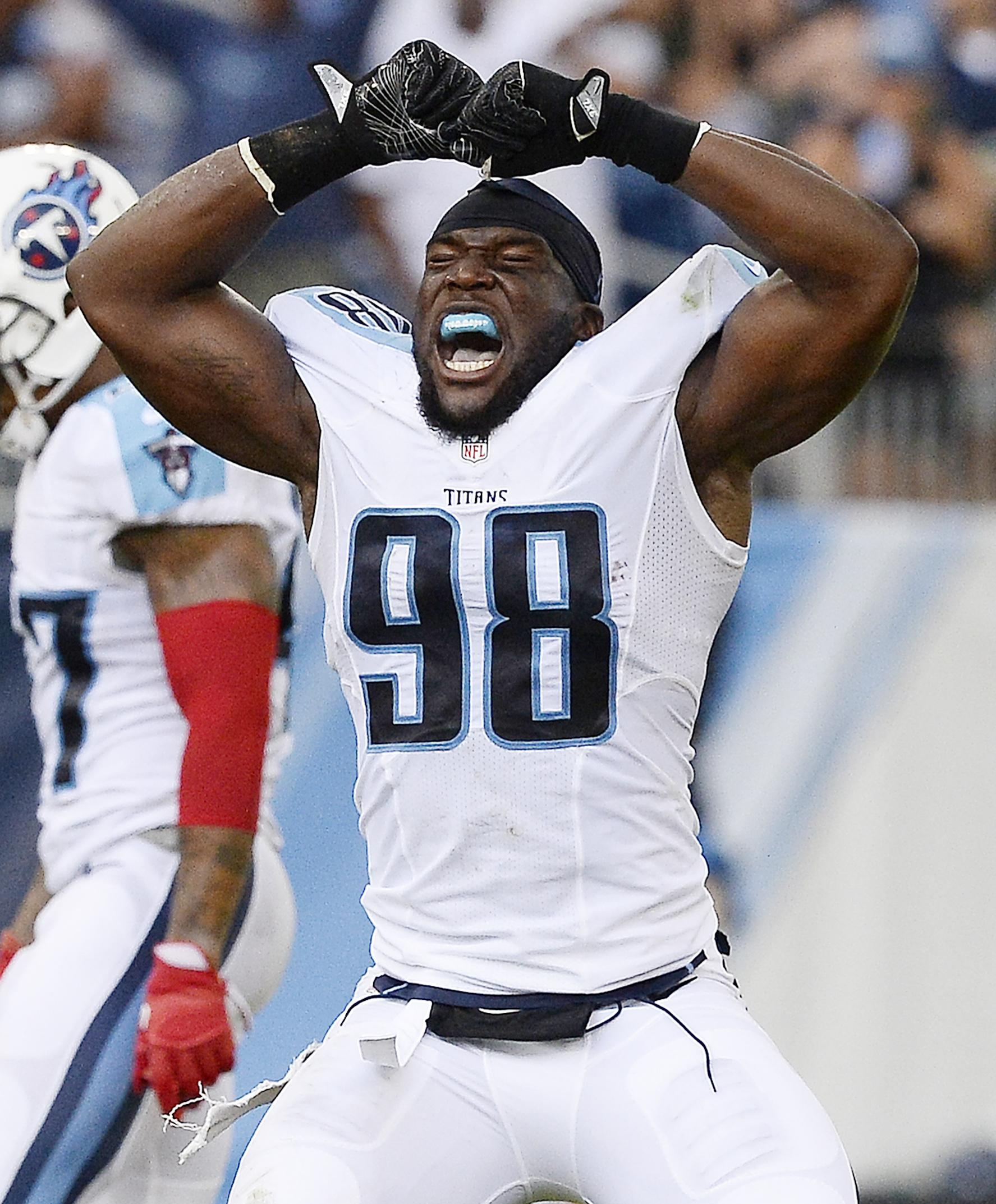Titans_orakpo_football