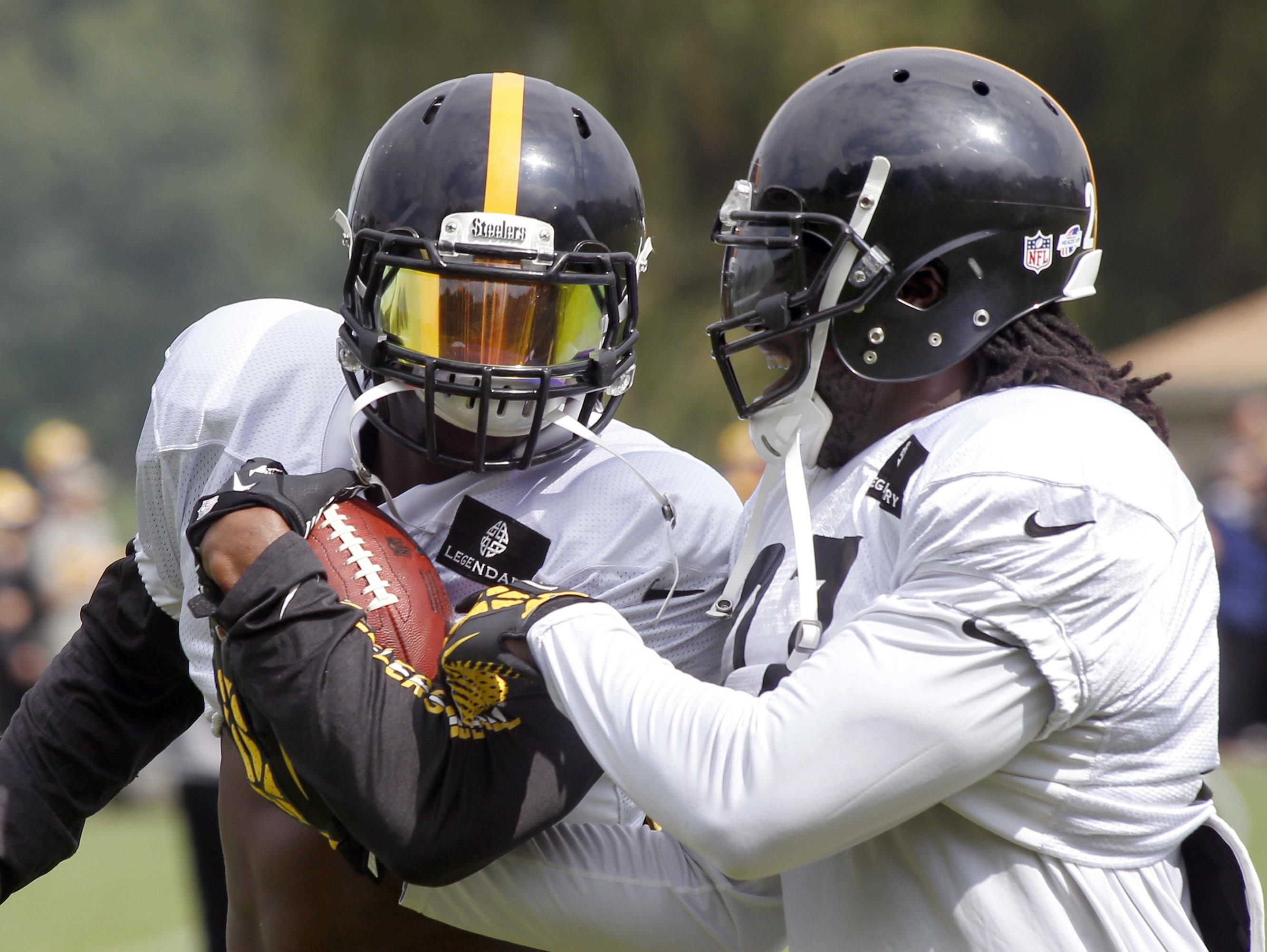 Steelers_bell_and_blount_football