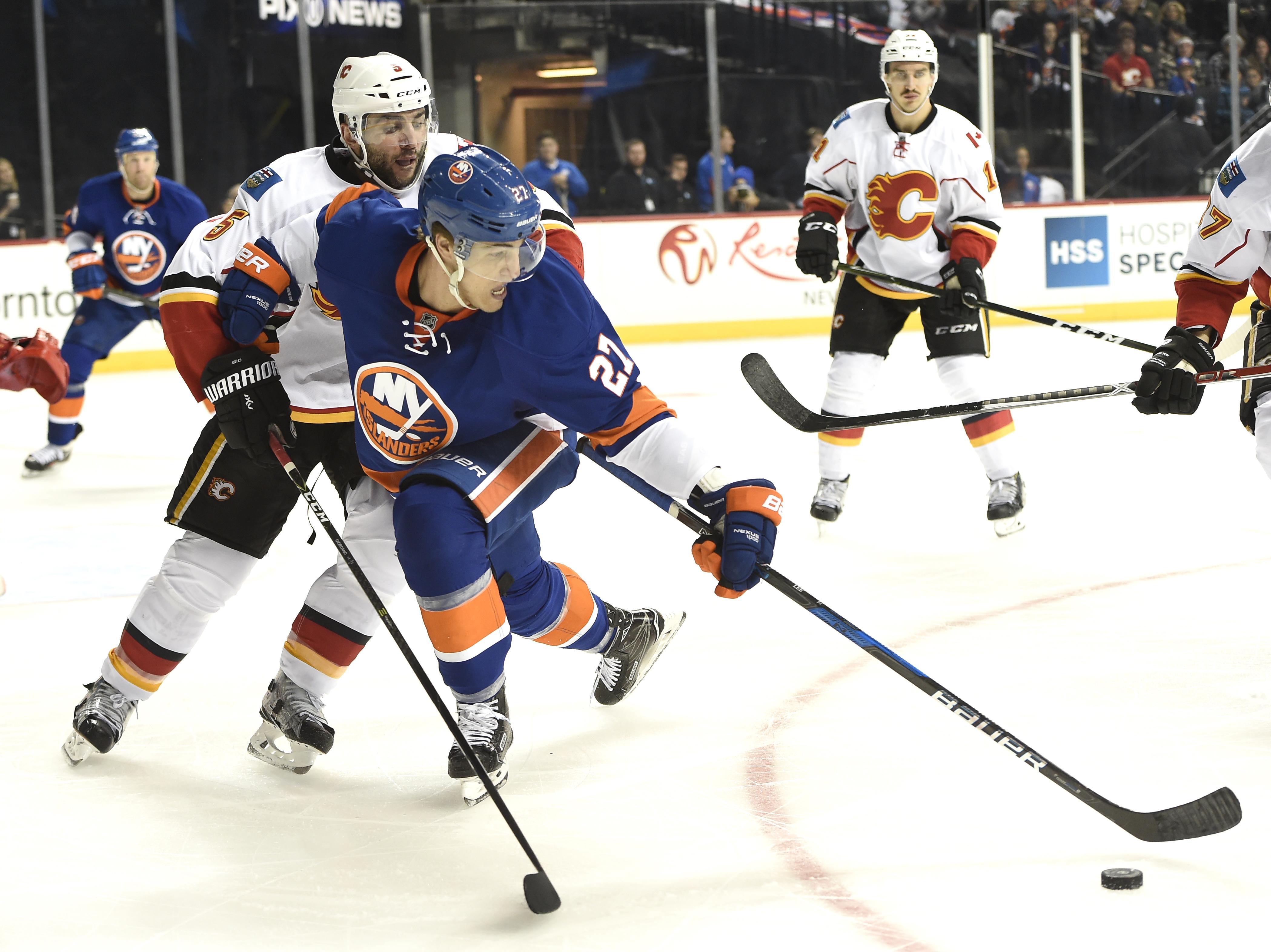 Flames_islanders_hockey