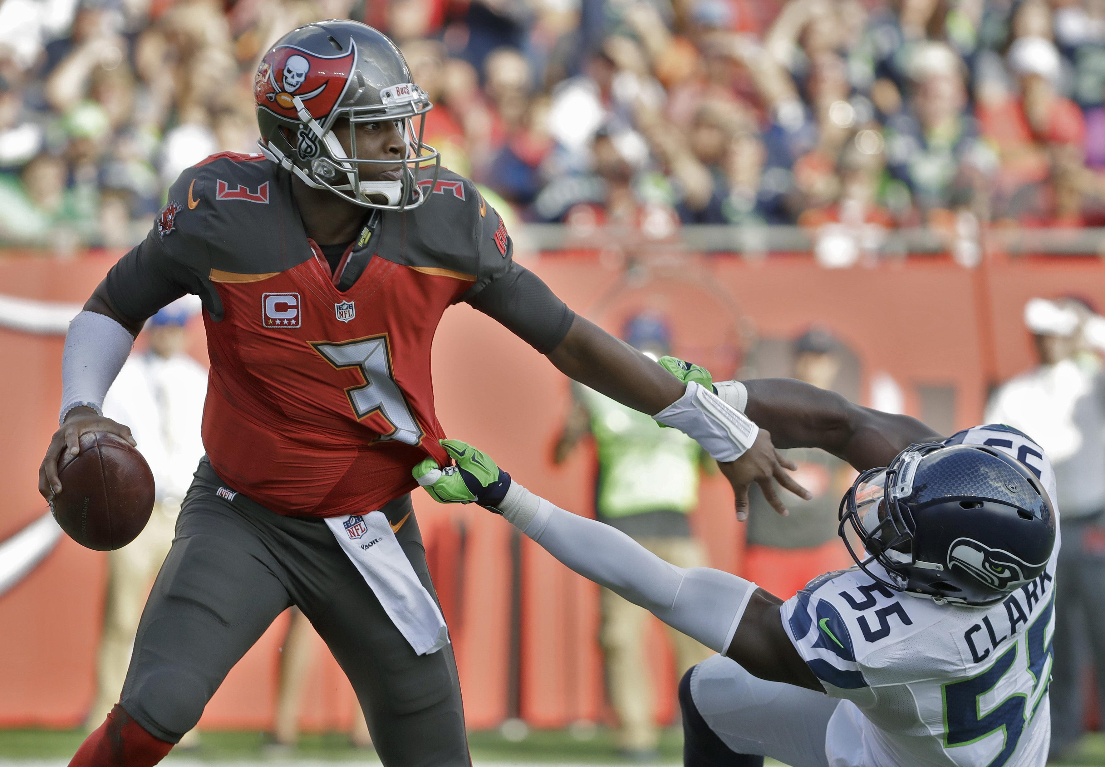 Buccaneers_chargers_football