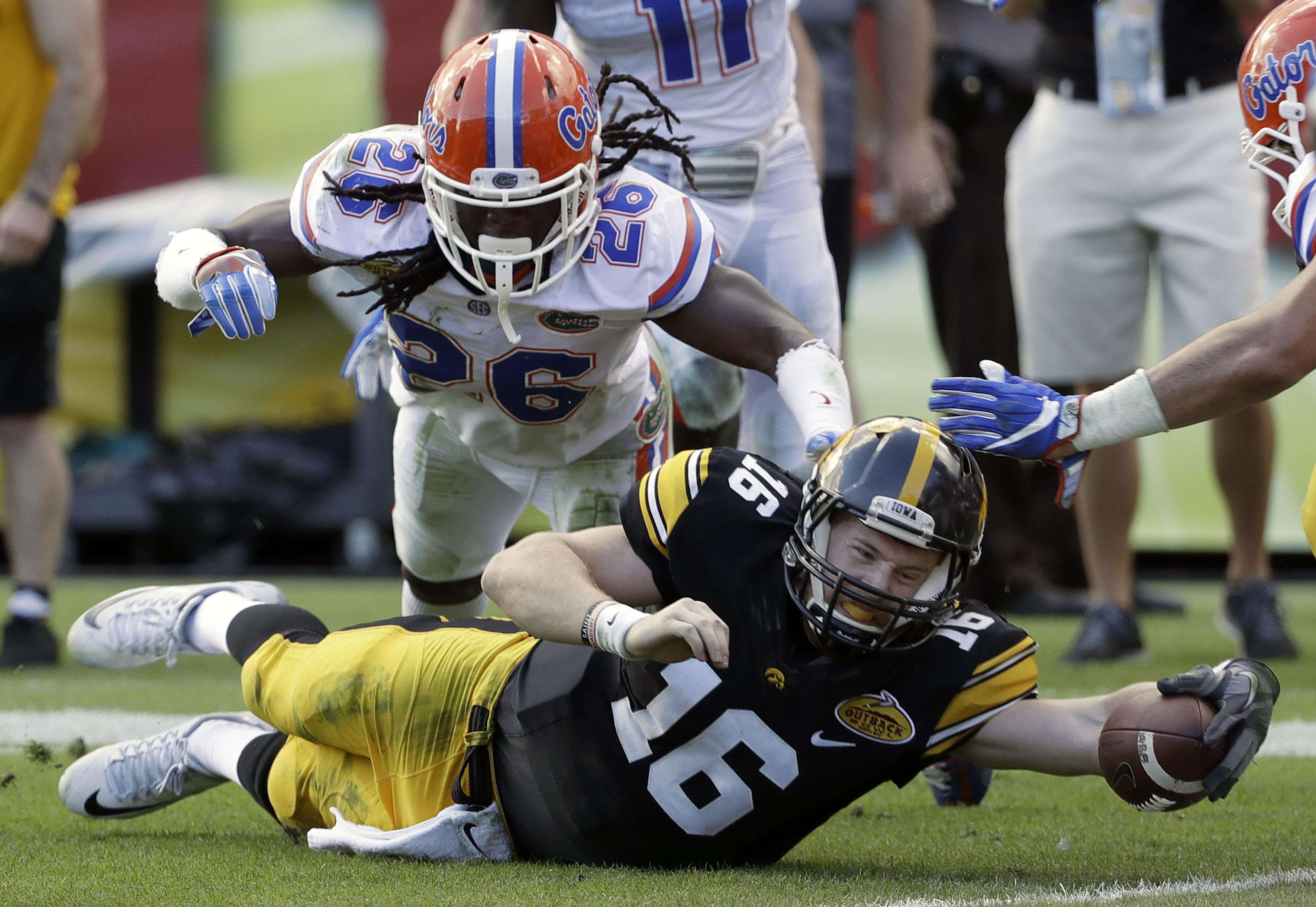 Outback_bowl_football_10202
