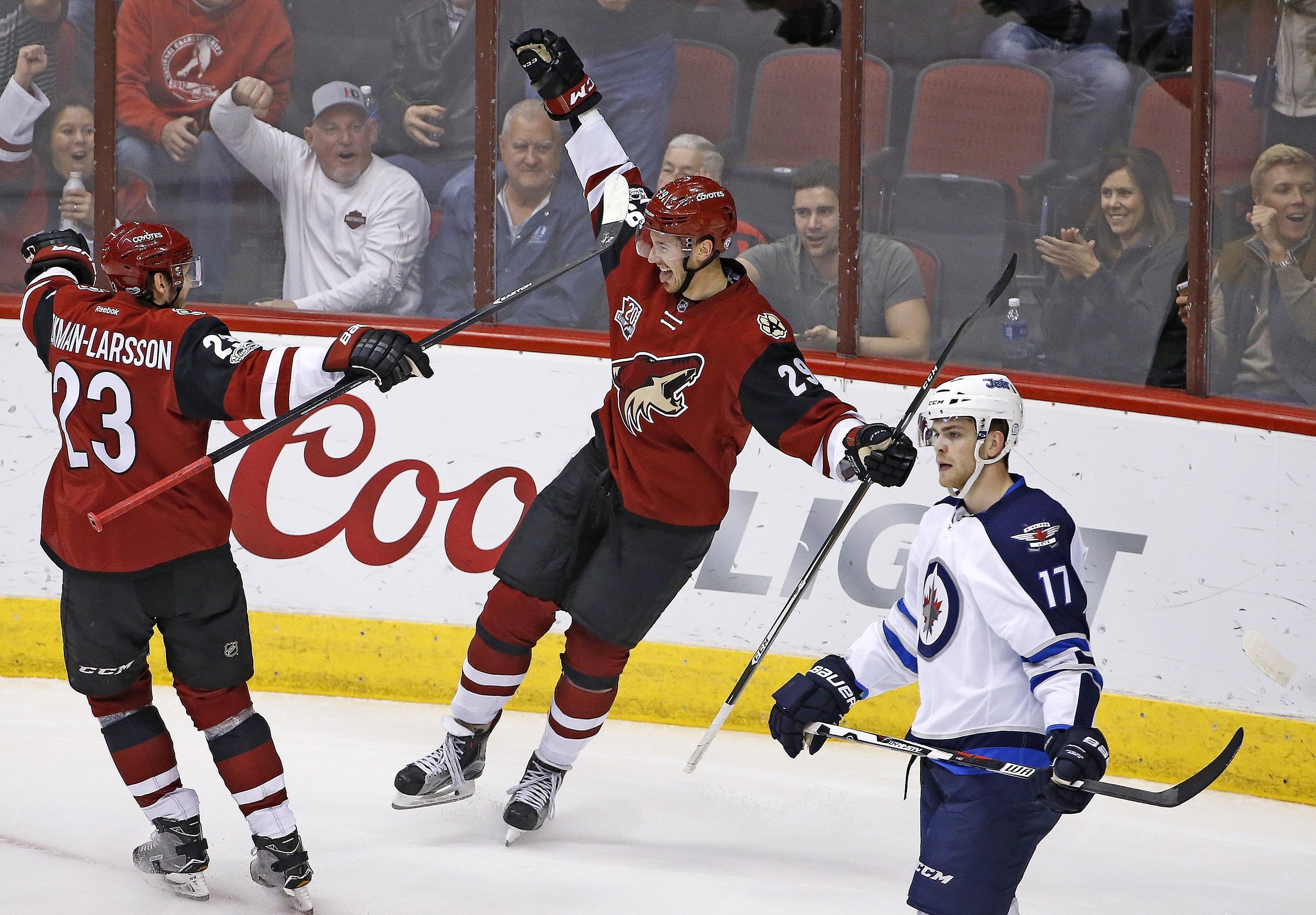Aptopix_jets_coyotes_hockey_29727