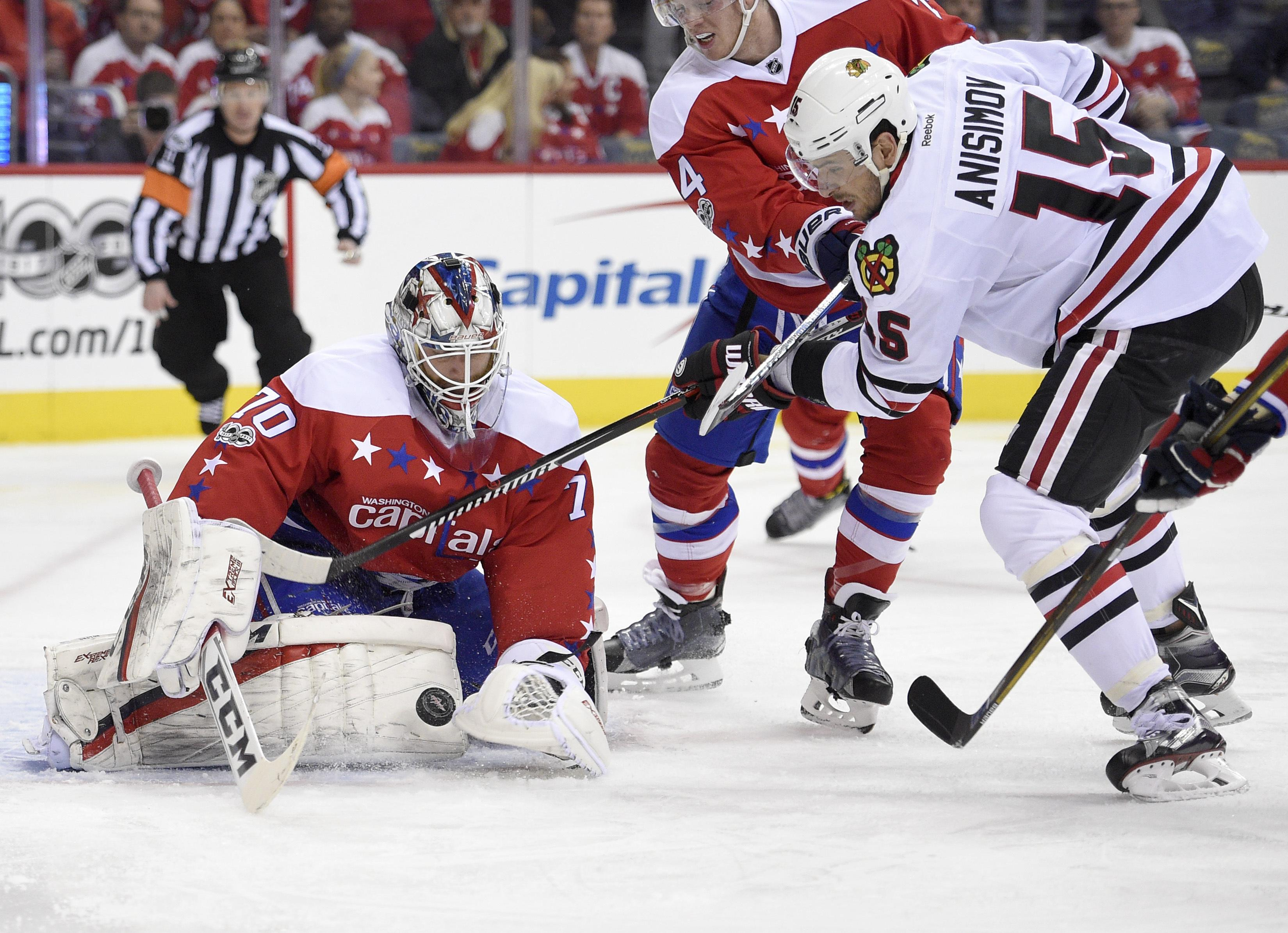 Capitals rout Blackhawks to extend winning streak to 8