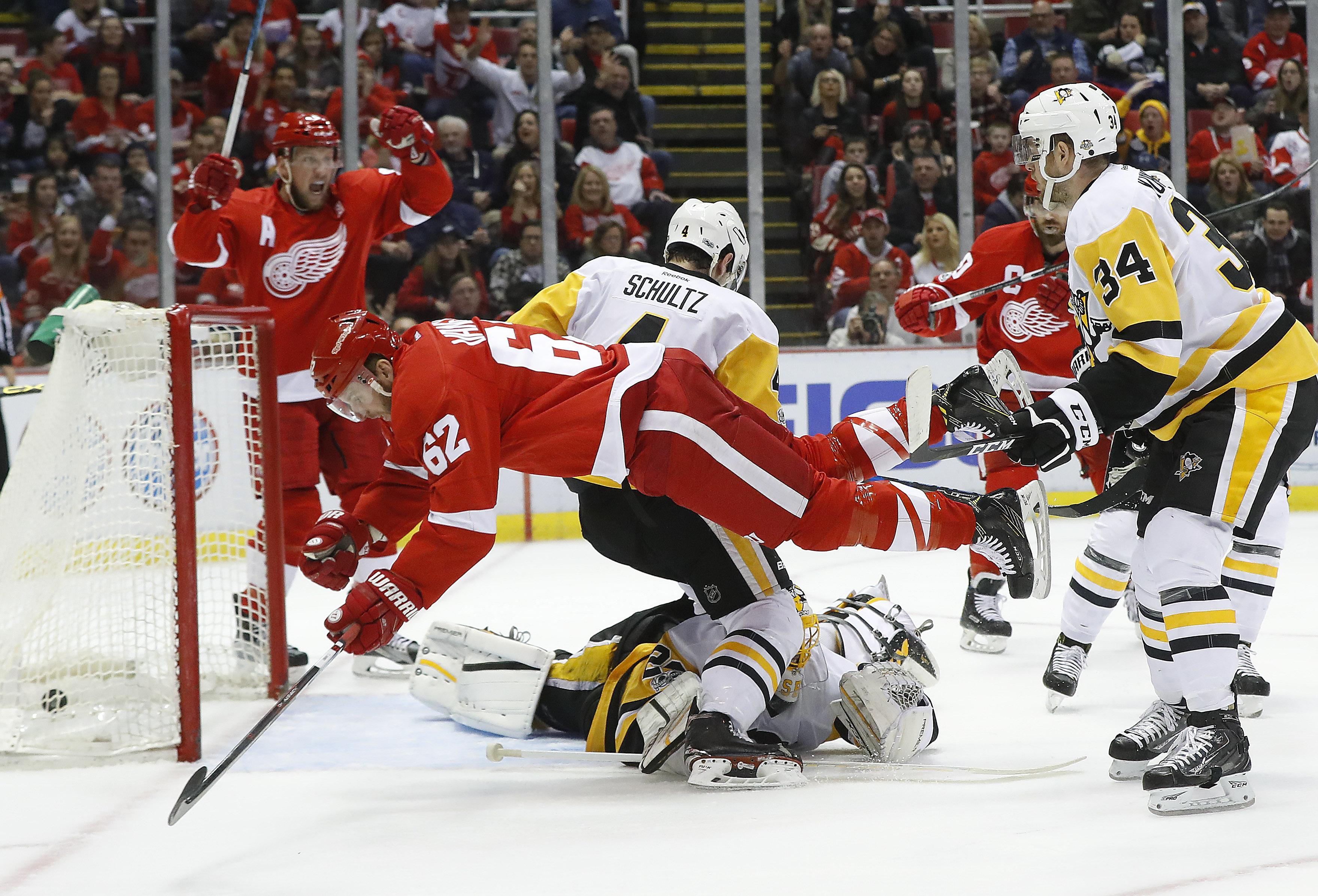 Aptopix_penguins_red_wings_hockey