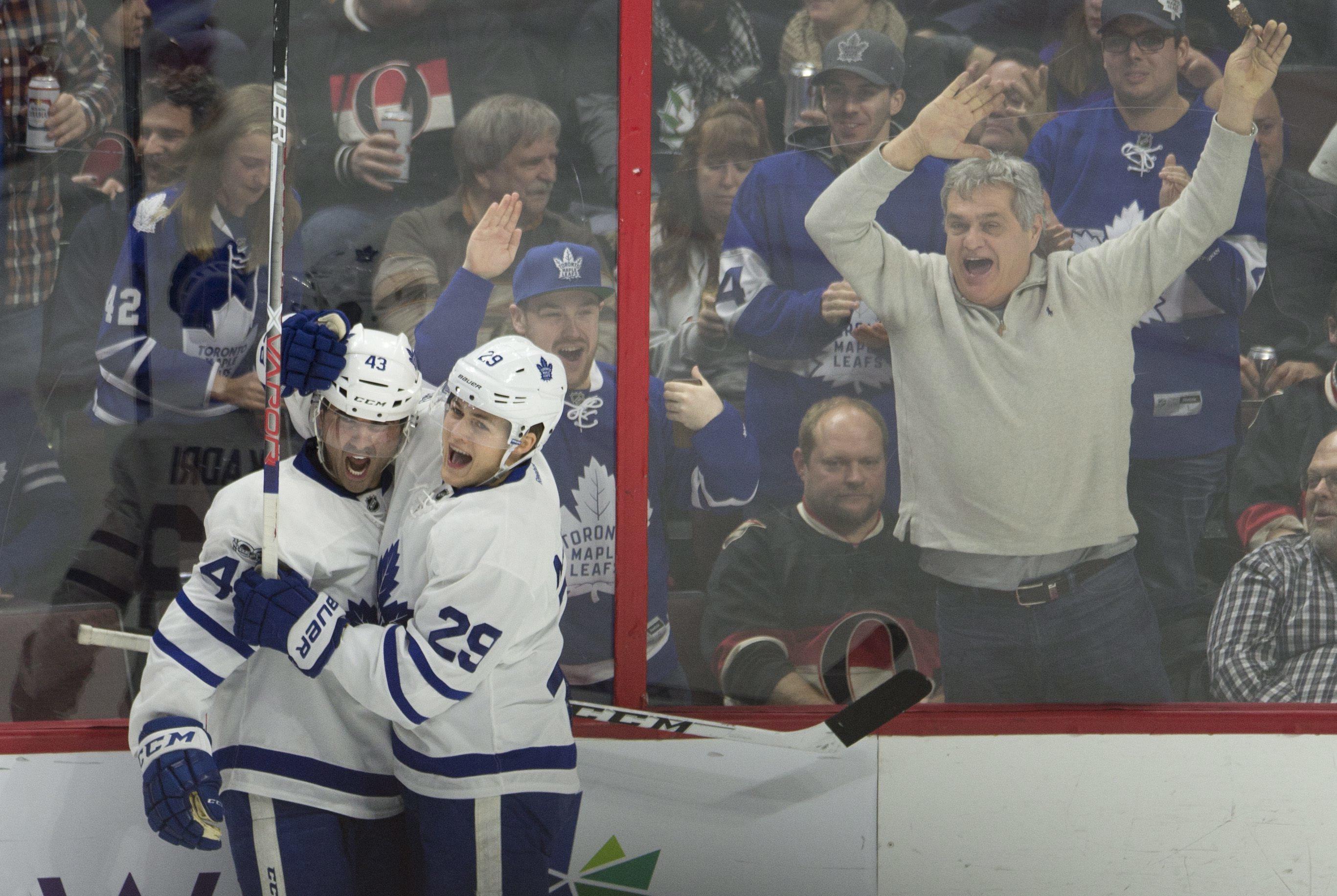 Maple_leafs_senators_hockey_03086