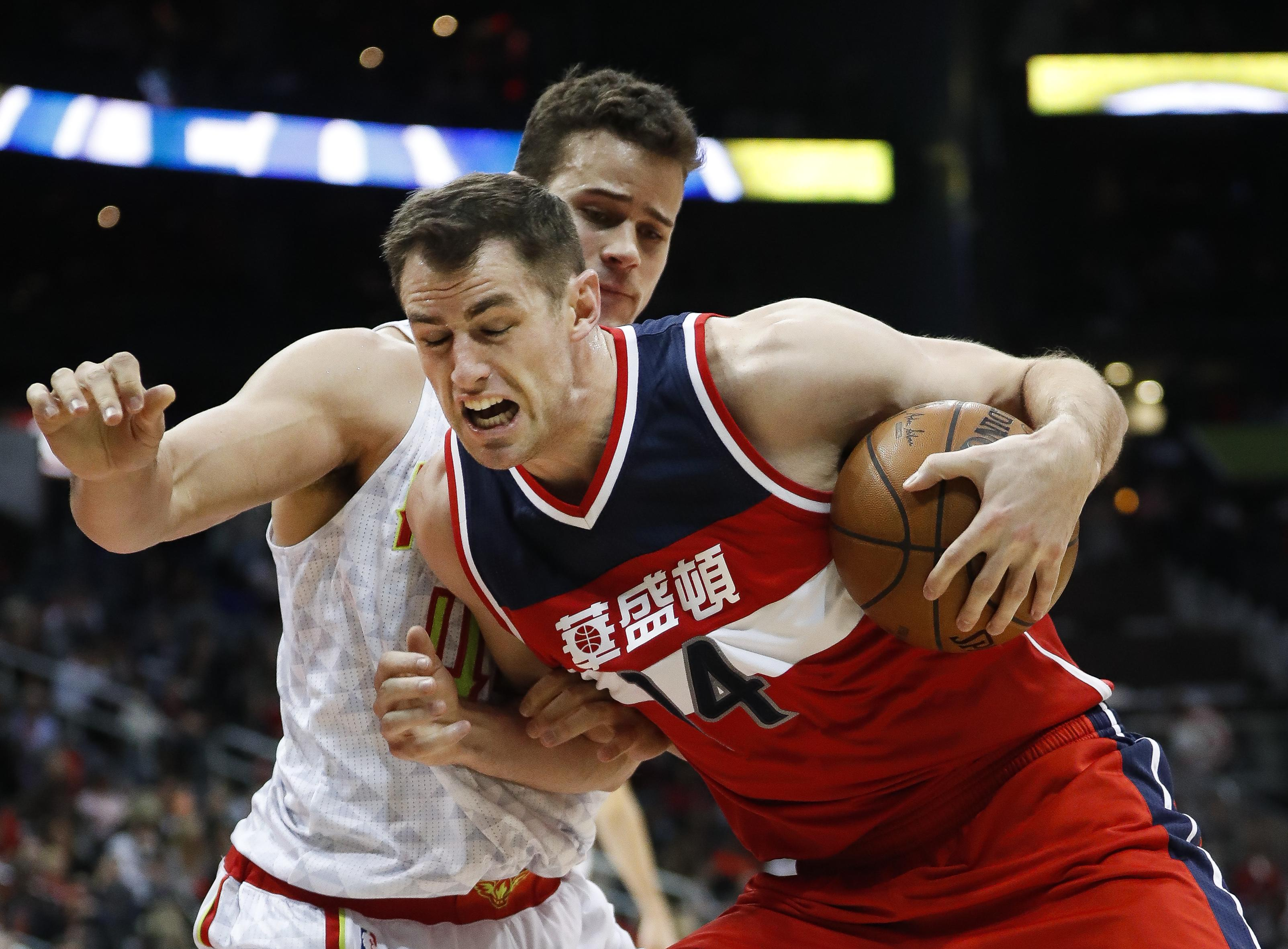 Wizards_hawks_basketball_75116