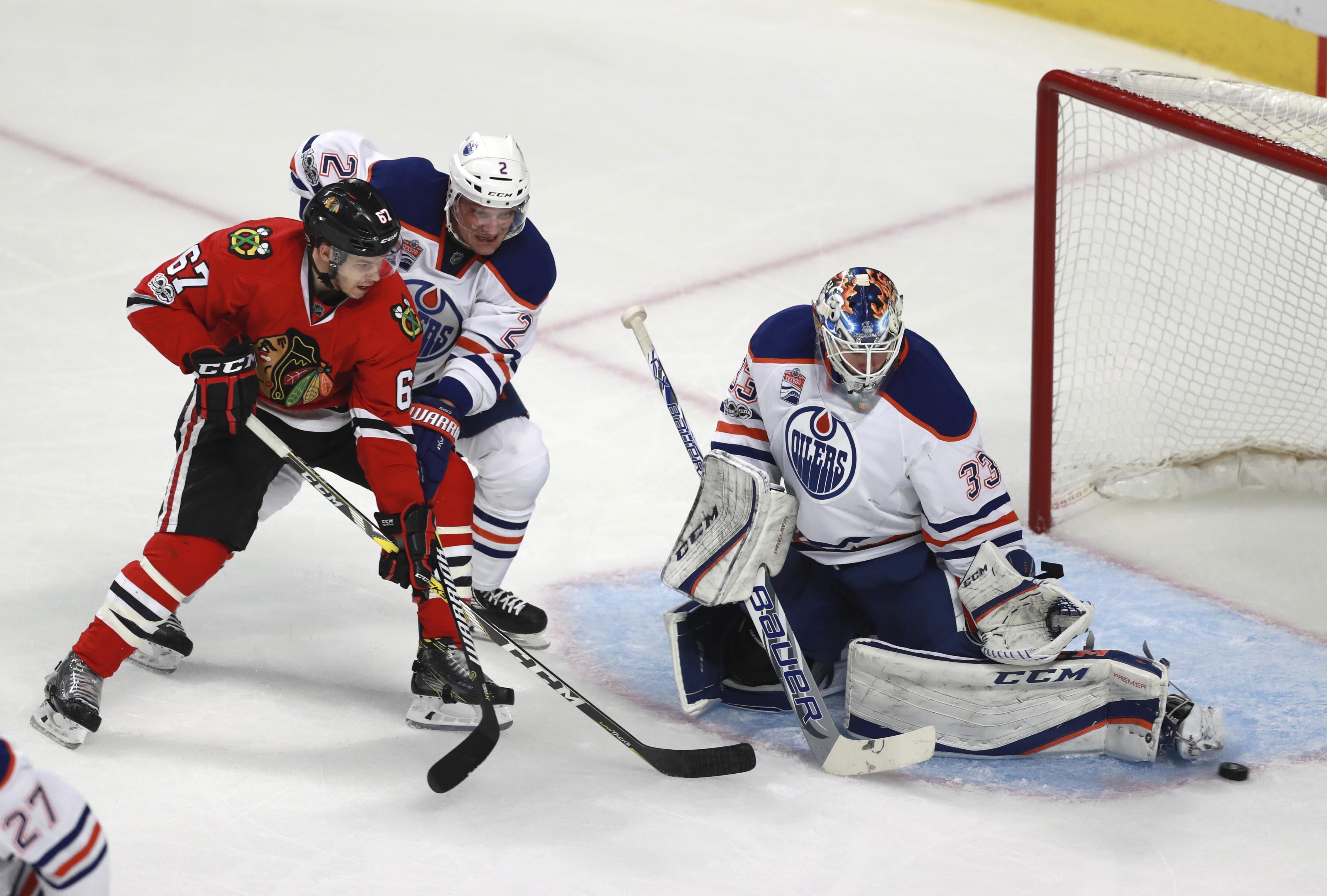 Oilers_blackhawks_hockey_79681