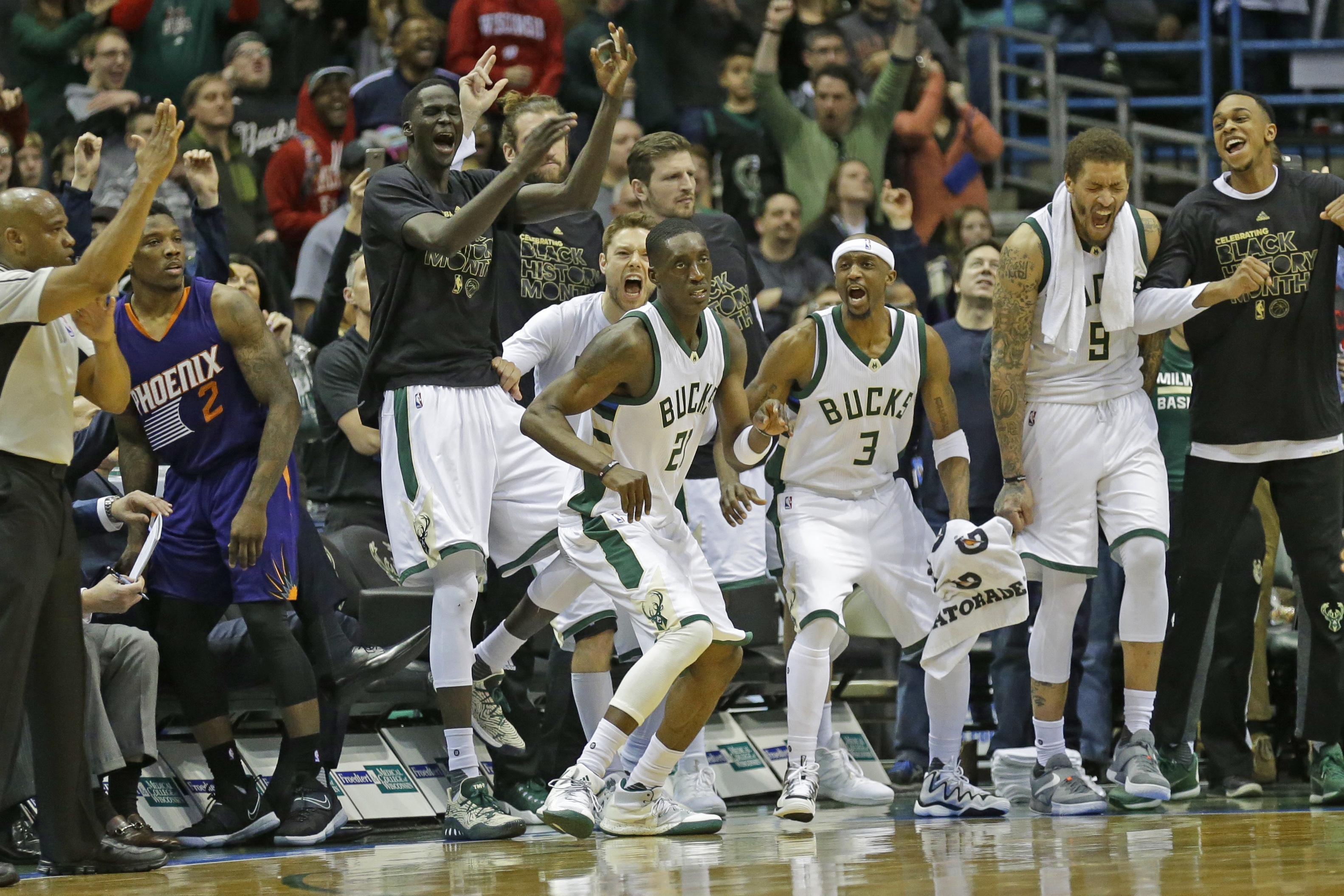 Suns_bucks_basketball_86122