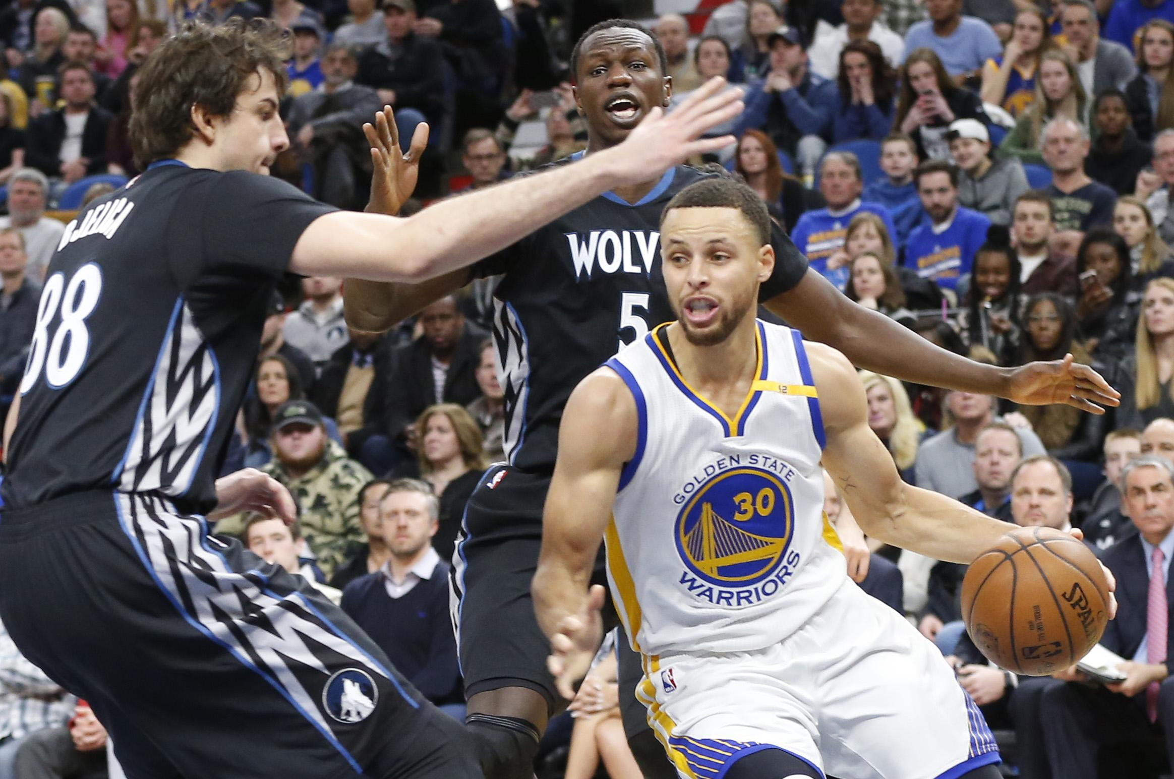 Warriors_timberwolves_basketball_05820