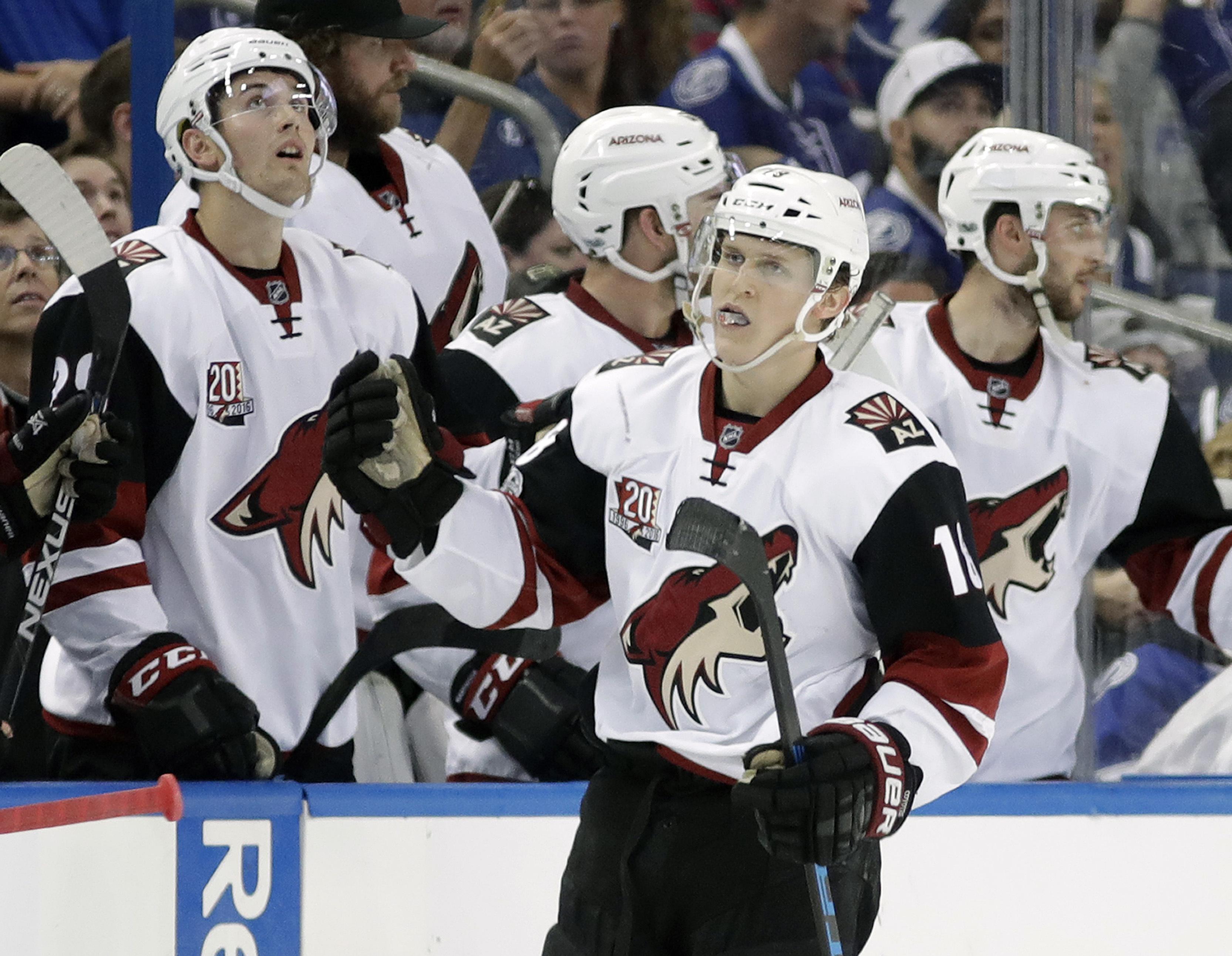 Coyotes_lightning_hockey_48194