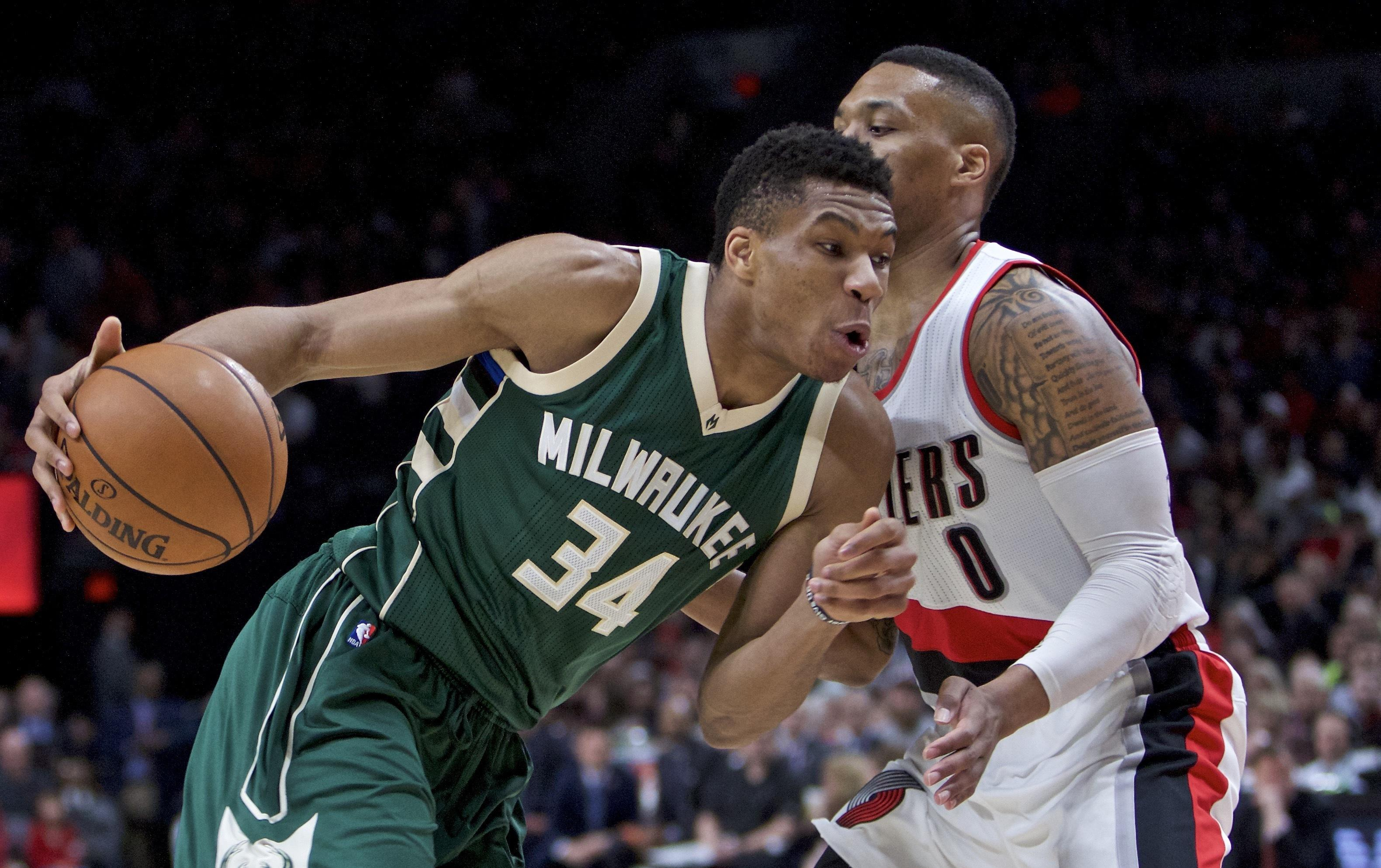 Bucks_trail_blazers_basketball_44853