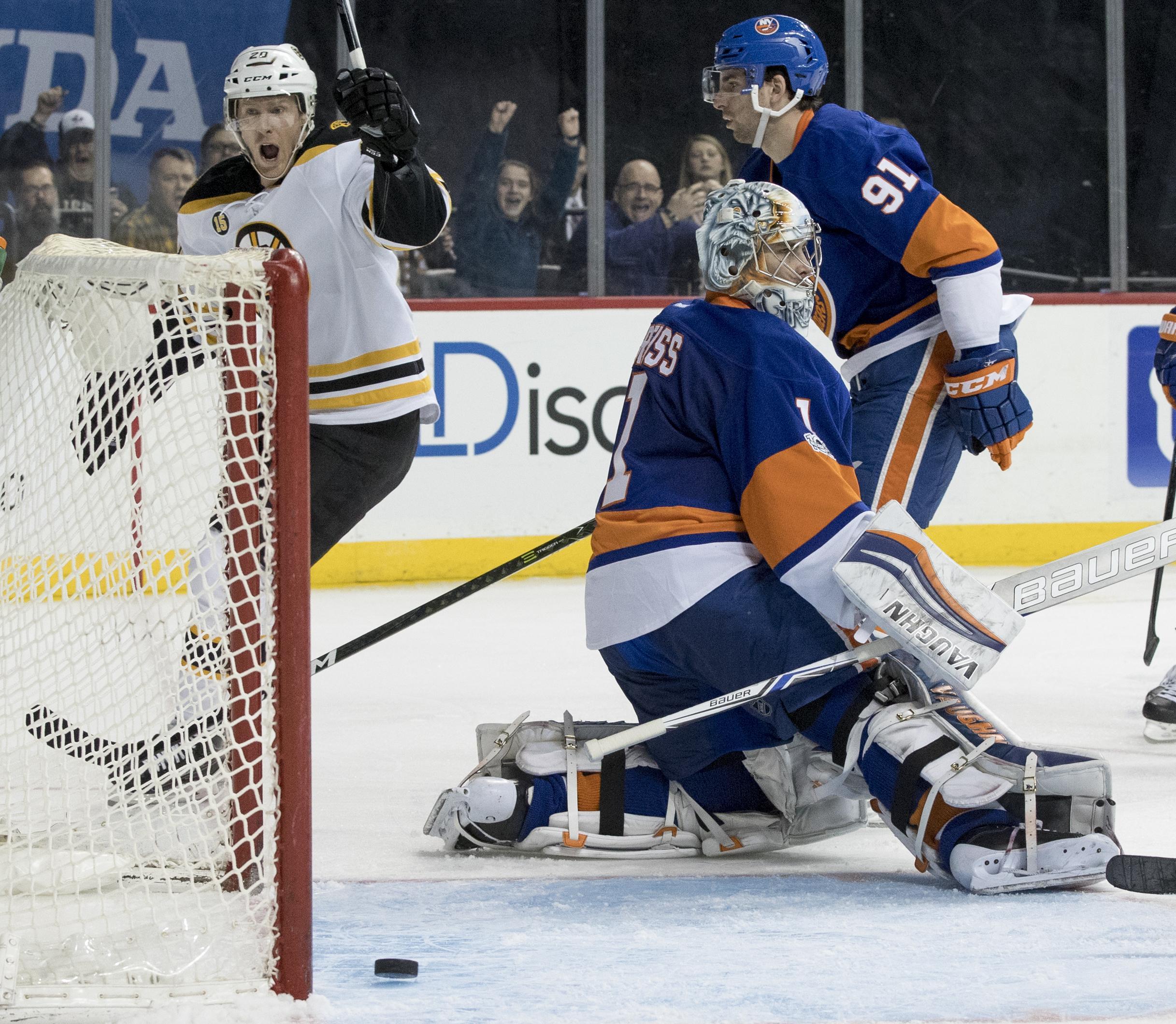 Bruins_lslanders_hockey_23909