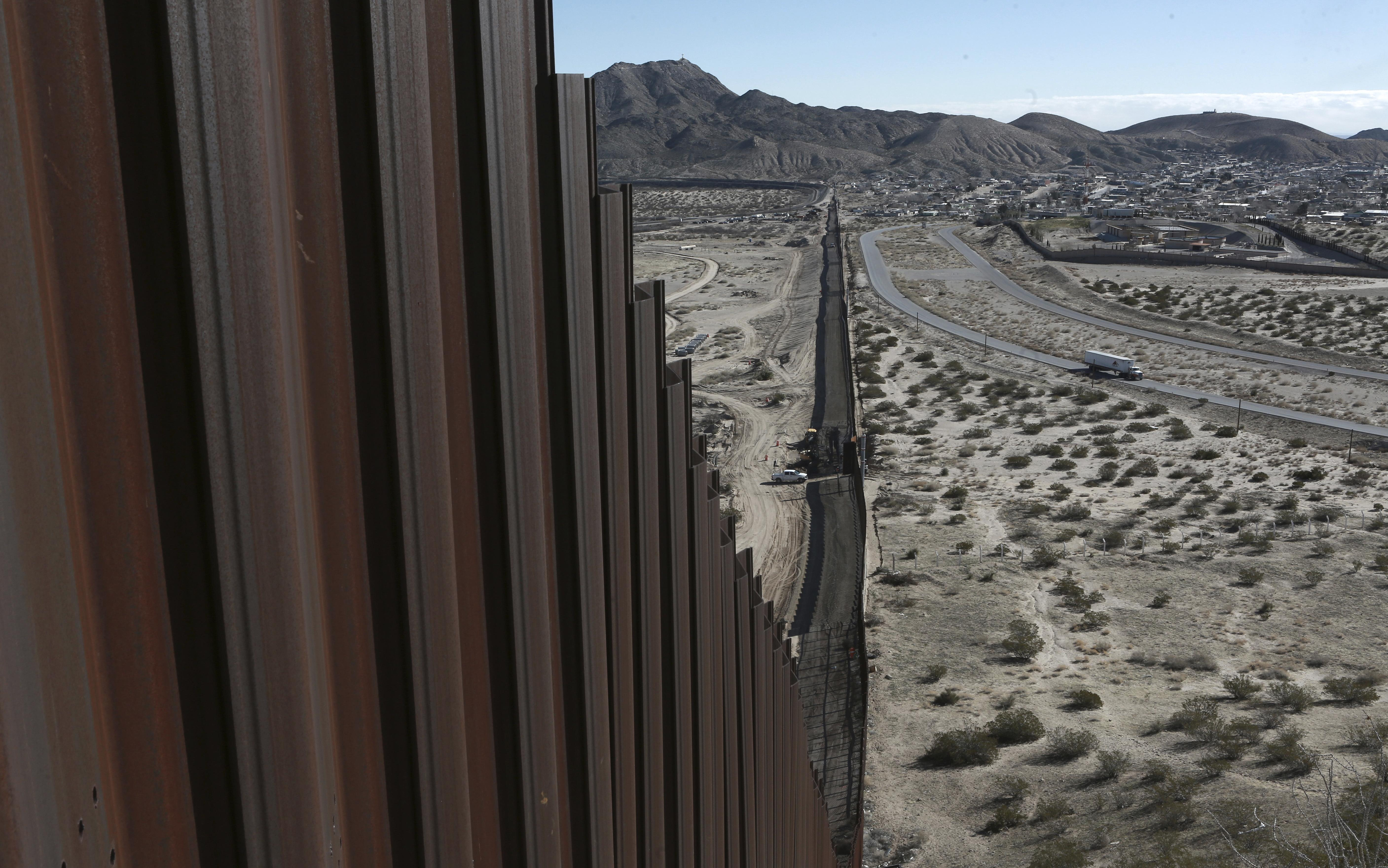 Mike Rogers pushes border wall bill, tax on remittances