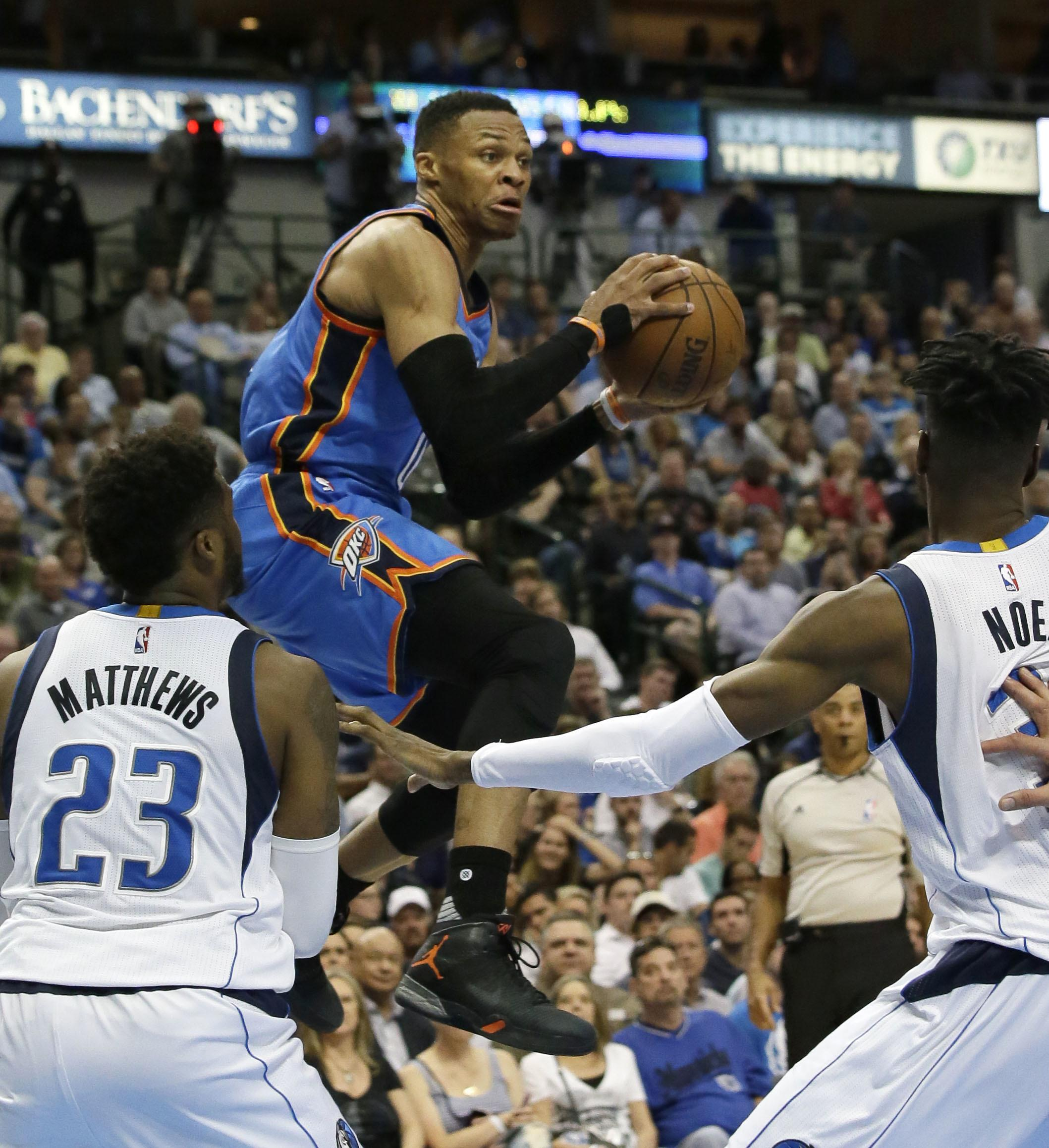 Thunder_mavericks_basketball_85961