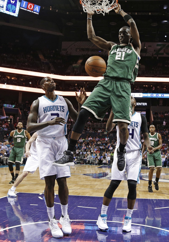 Bucks_hornets_basketball_87597