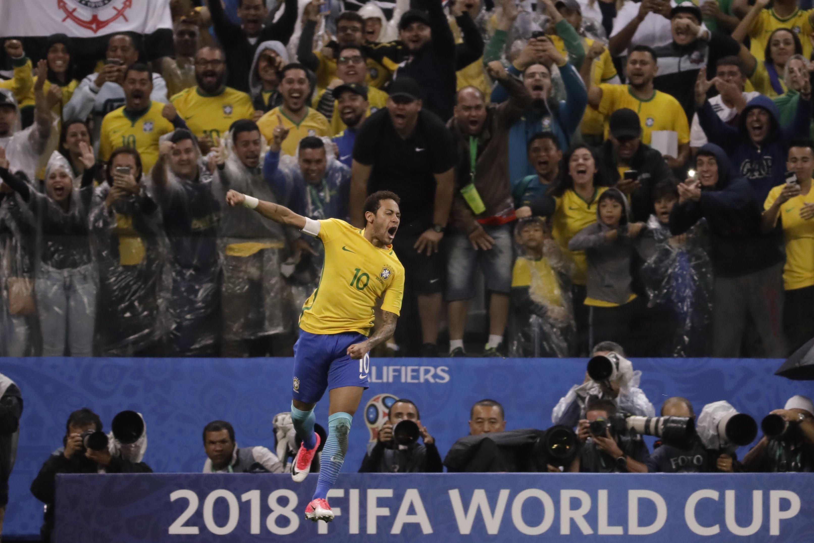 Correction_aptopix_brazil_paraguay_wcup_soccer_65746