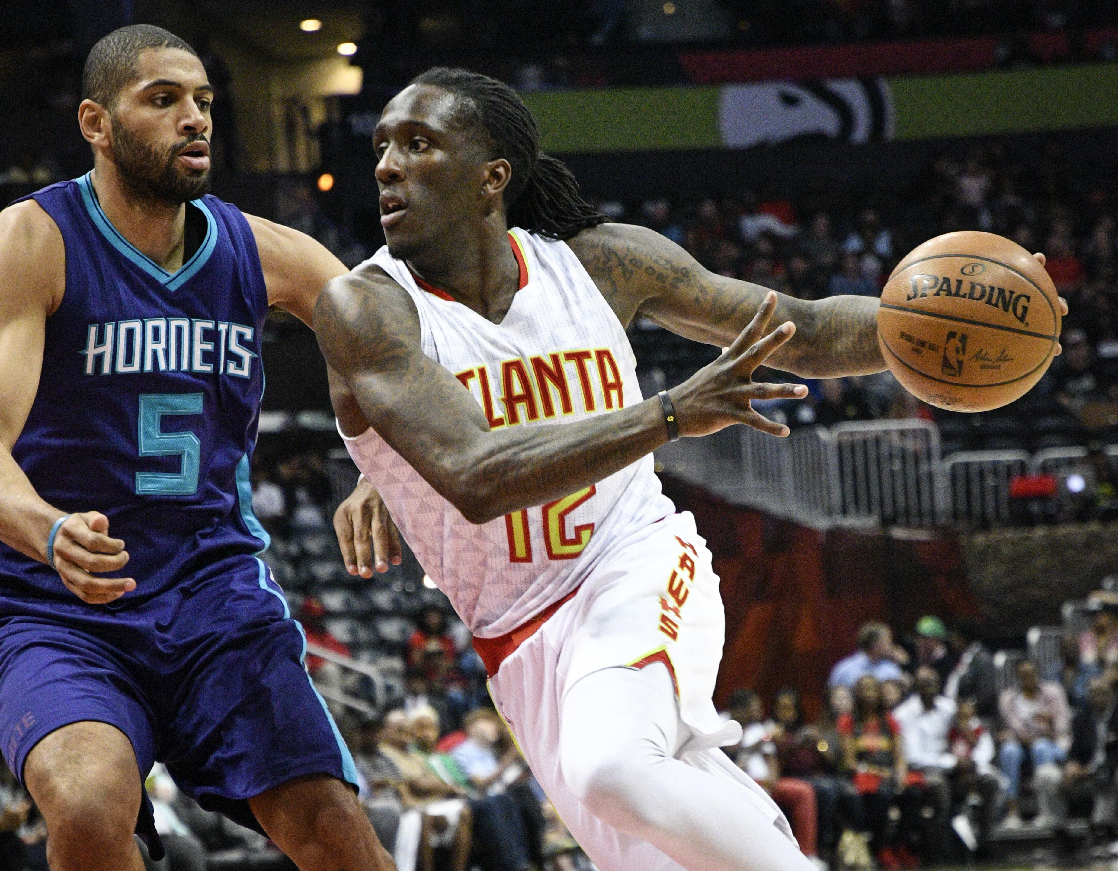 Hornets_hawks_basketball_41156