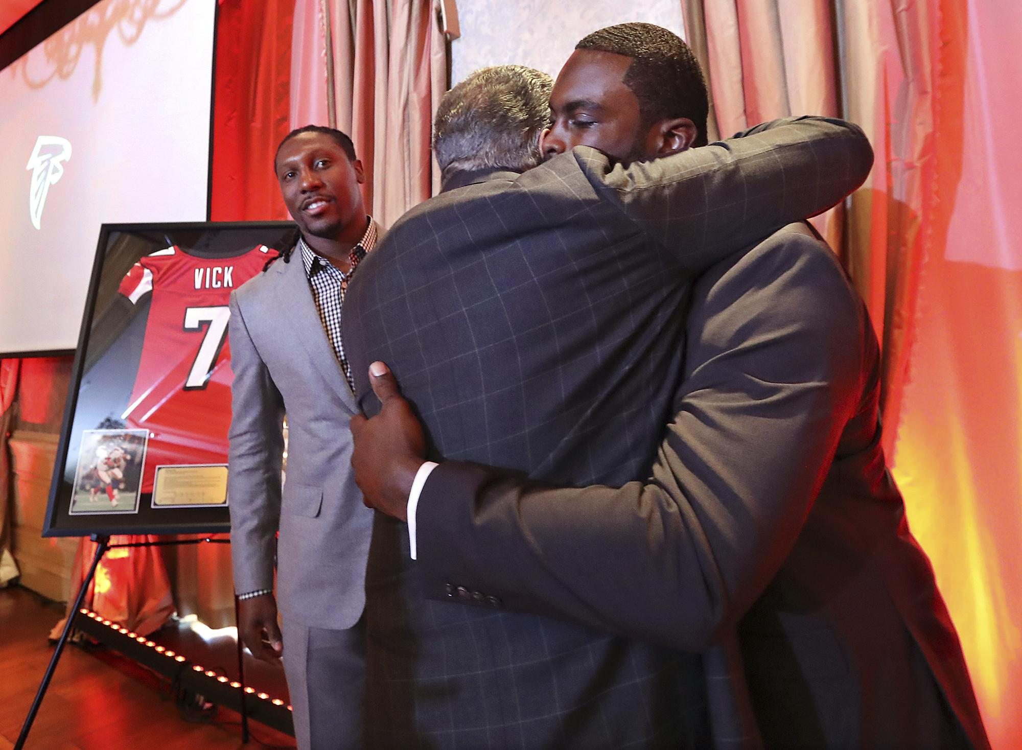 Falcons_vick_white_retirement_68444