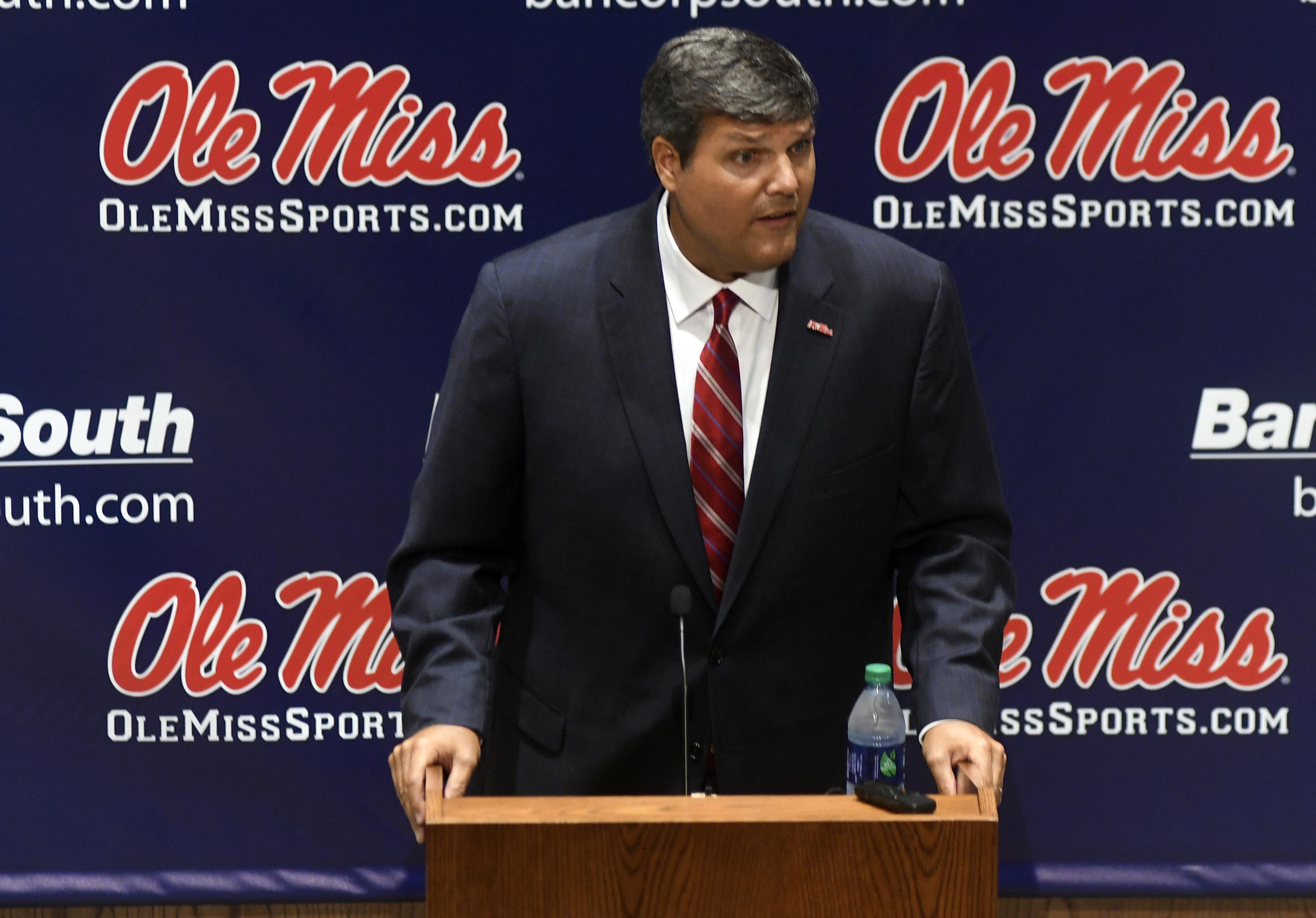 Mississippi_luke_football_22656